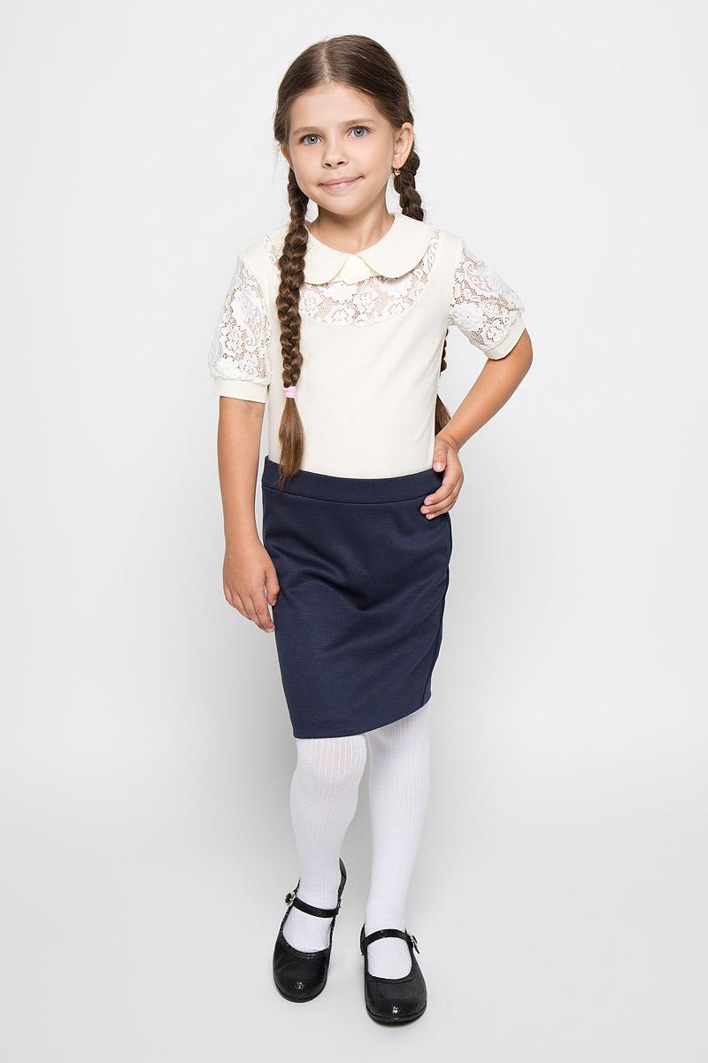 БлузкаCJR26003A-1/CJR26003B-1Стильная блузка для девочки Nota Bene, выполненная из мягкого эластичного хлопка, станет отличным дополнением к детскому гардеробу. Благодаря составу, изделие тактильно приятное, не сковывает движений, позволяет коже дышать. Блузка с короткими рукавами и отложным воротником застегивается на одну пуговицу на спинке. Модель оформлена бантиком с розой, изготовленными из атласных ленточек. Рукава и вставка на груди выполнены из гипюра. Рукава дополнены узкими трикотажными манжетами. Блузка отлично сочетается с юбками и брюками. В ней вашей принцессе всегда будет уютно и комфортно!