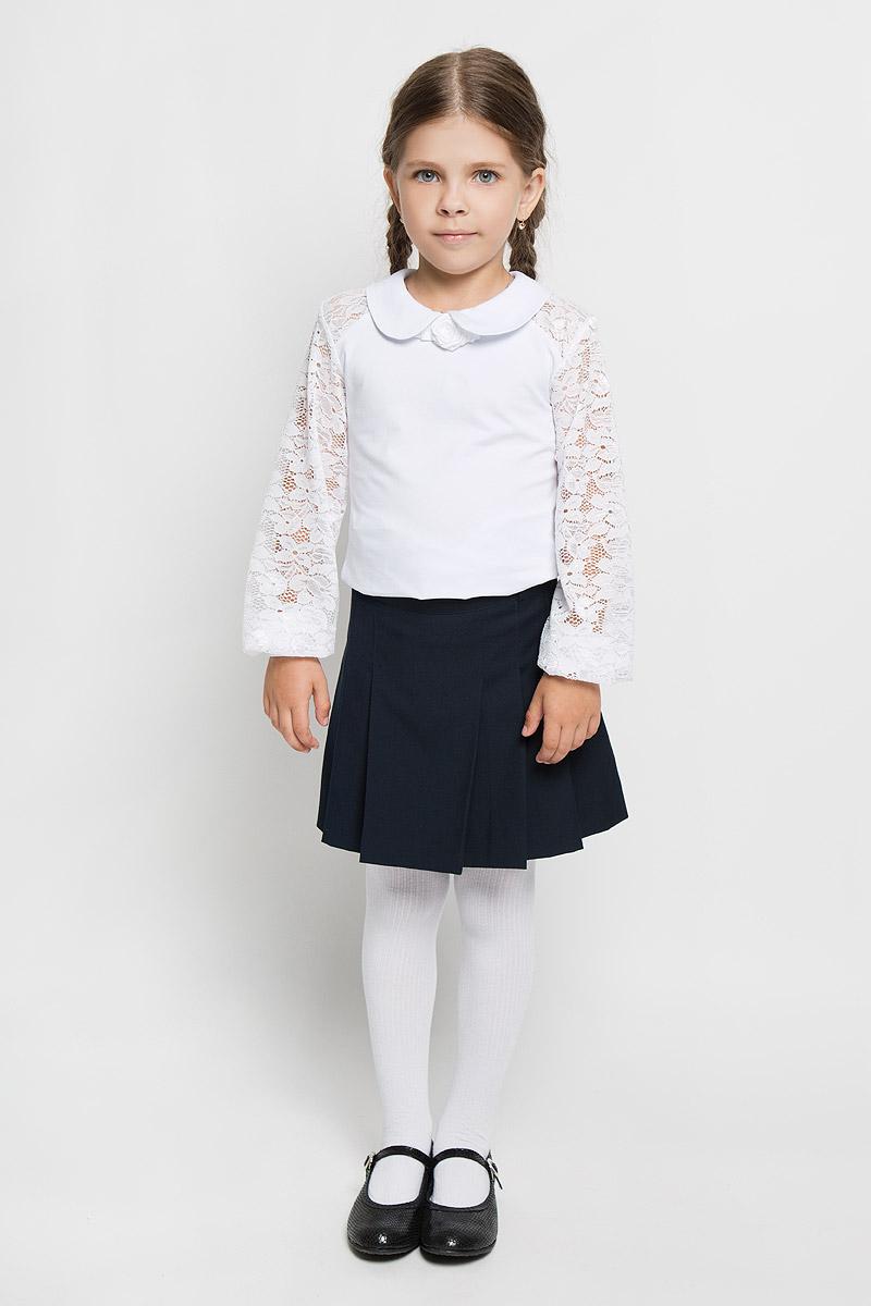 CJR26009A-1/CJR26009B-1Стильная блузка для девочки Nota Bene, выполненная из мягкого эластичного хлопка, станет отличным дополнением к детскому гардеробу. Благодаря составу, изделие тактильно приятное, не сковывает движений, позволяет коже дышать. Блузка с длинными рукавами и отложным воротником застегивается на одну пуговицу на спинке. Модель декорирована розой из атласных ленточек. Присборенные у манжета рукава выполнены из гипюра. Блузка отлично сочетается с юбками и брюками. В ней вашей принцессе всегда будет уютно и комфортно!