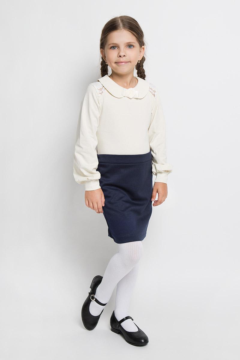 Блузка для девочки. CJR26004A/CJR26004BCJR26004A-1/CJR26004B-1Стильная блузка для девочки Nota Bene, выполненная из мягкого эластичного хлопка, станет отличным дополнением к детскому гардеробу. Благодаря составу, изделие тактильно приятное, не сковывает движений, позволяет коже дышать. Блузка с длинными рукавами и отложным воротником застегивается на одну пуговицу на спинке. Модель декорирована бантиком с розой, изготовленными из атласных ленточек, а также гипюровыми вставками по линии плеча. Присборенные понизу рукава дополнены манжетами. Блузка отлично сочетается с юбками и брюками. В ней вашей принцессе всегда будет уютно и комфортно!