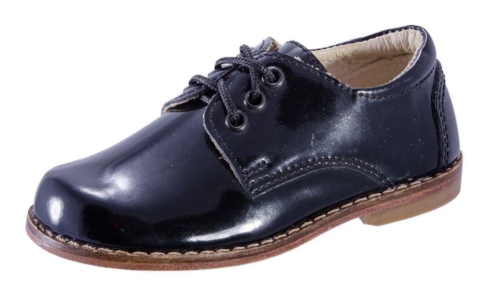 Туфли для мальчика. 232004-21232004-21Удобные и комфортные полуботинки для мальчика выполнены полностью из качественной натуральной кожи. Стелька из натуральной кожи, дублированная мягким вспененным материалом, обладает свойствами гигроскопичности и воздухопроницаемости. Функциональная шнуровка обеспечит идеальную фиксацию обуви на стопе. Кожаная подошва дополнена невысоким каблучком, присутствие которого обеспечивает ножке малыша правильное развитие. Отличный выбор, отлично подойдут как на каждый день, так и для торжественного мероприятия или утренника.