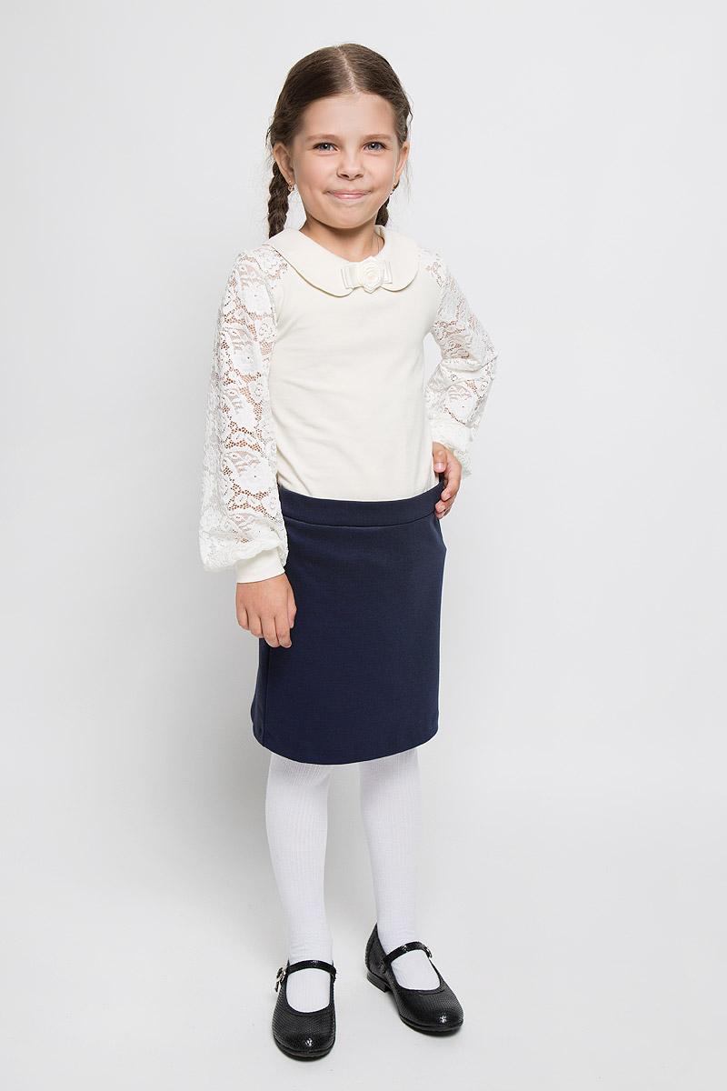 БлузкаCJR26009A-1/CJR26009B-1Стильная блузка для девочки Nota Bene, выполненная из мягкого эластичного хлопка, станет отличным дополнением к детскому гардеробу. Благодаря составу, изделие тактильно приятное, не сковывает движений, позволяет коже дышать. Блузка с длинными рукавами и отложным воротником застегивается на одну пуговицу на спинке. Модель декорирована розой из атласных ленточек. Присборенные у манжета рукава выполнены из гипюра. Блузка отлично сочетается с юбками и брюками. В ней вашей принцессе всегда будет уютно и комфортно!