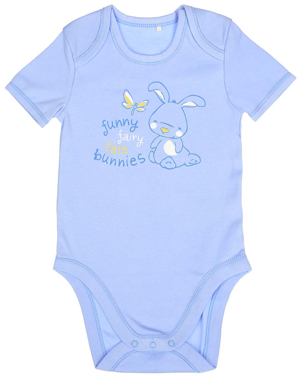 Боди детское. BD58BBD58B-10Детское боди БЕМБІ с короткими рукавами послужит идеальным дополнением к гардеробу малыша, обеспечивая ему наибольший комфорт. Изготовленное из интерлока - натурального хлопка, оно необычайно мягкое и легкое, не раздражает нежную кожу ребенка и хорошо вентилируется, а эластичные швы приятны телу малыша и не препятствуют его движениям. Удобные запахи на плечах и застежки-кнопки на ластовице помогают легко переодеть младенца или сменить подгузник. Спереди боди декорировано оригинальным изображением в виде забавного зайчика и принтовыми надписями на английском языке. Боди полностью соответствует особенностям жизни малыша в ранний период, не стесняя и не ограничивая его в движениях!