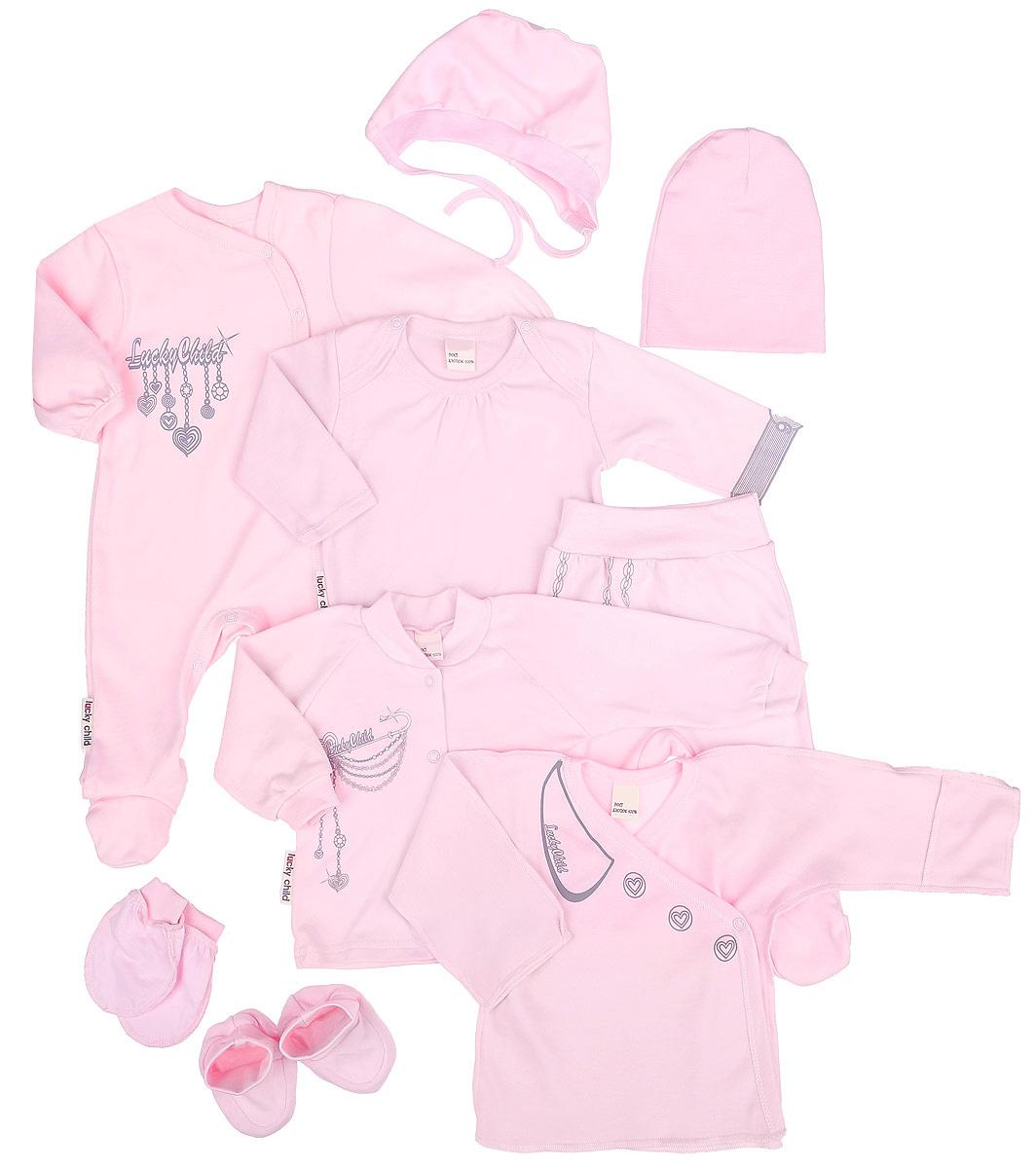 Комплект одежды2-1000Подарочный комплект Lucky Child Леди - это замечательный подарок, который прекрасно подойдет для вашей малышки. Комплект состоит из комбинезона, боди с длинными рукавами, кофточки, ползунков, распашонки, шапочки, чепчика, рукавичек и пинеток. Комплект изготовлен из высококачественного хлопка и оформлен оригинальными принтами. Он необычайно мягкий и приятный на ощупь, не сковывает движения малыша и позволяет коже дышать, не раздражает даже самую нежную и чувствительную кожу ребенка, обеспечивая ему наибольший комфорт. Комбинезон с круглым вырезом горловины, длинными рукавами и закрытыми ножками имеет застежки-кнопки спереди до щиколотки и на ластовице, которые помогают легко переодеть младенца или сменить подгузник. В комбинезоне спинка и ножки младенца всегда будут в тепле. Удобное боди с длинными рукавами и круглым вырезом горловины имеет удобные застежки-кнопки на плечах и ластовице. Горловина дополнена декоративными складками. Левый рукав изделия оформлен изображением...