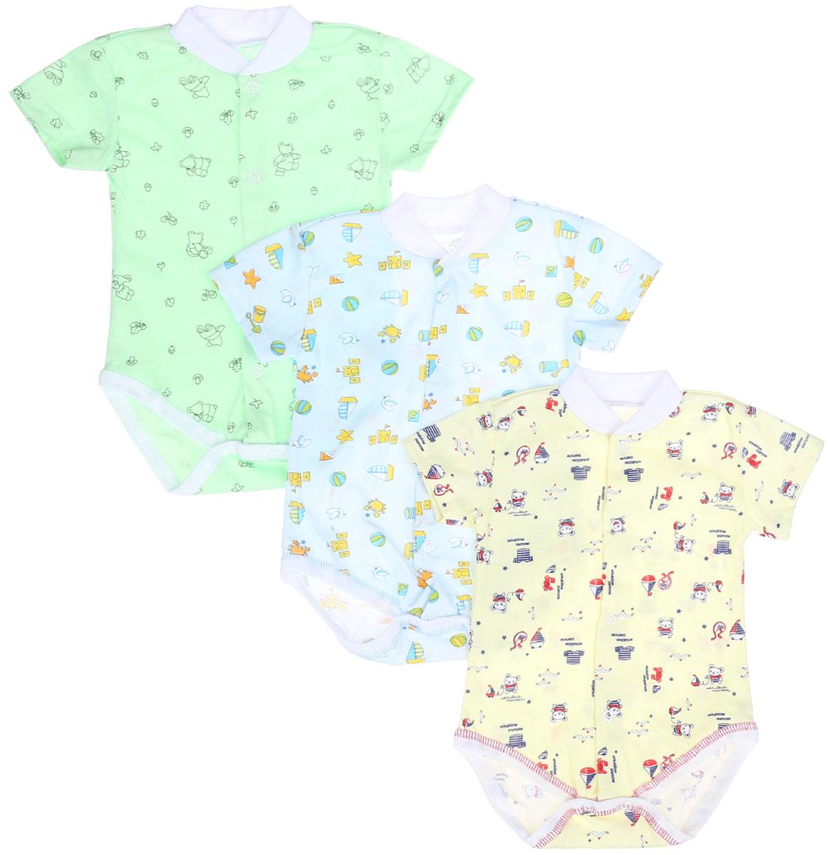 Боди-футболка детское, 3 шт. 10-325м10-325мКомплект Фреш Стайл состоит из трех детских боди-футболок. Выполненные из натурального хлопка, они мягкие и легкие, не раздражают нежную кожу ребенка и хорошо вентилируются. Боди с воротником-стойкой и короткими рукавами имеют удобные застежки-кнопки по всей длине и на ластовице, которые помогают легко переодеть младенца или сменить подгузник. Застежки-кнопки располагаются по центру модели. Воротник изготовлен из мягкой трикотажной резинки. Украшены боди яркими рисунками. Боди полностью соответствуют особенностям жизни малыша в ранний период, не стесняя и не ограничивая его в движениях!