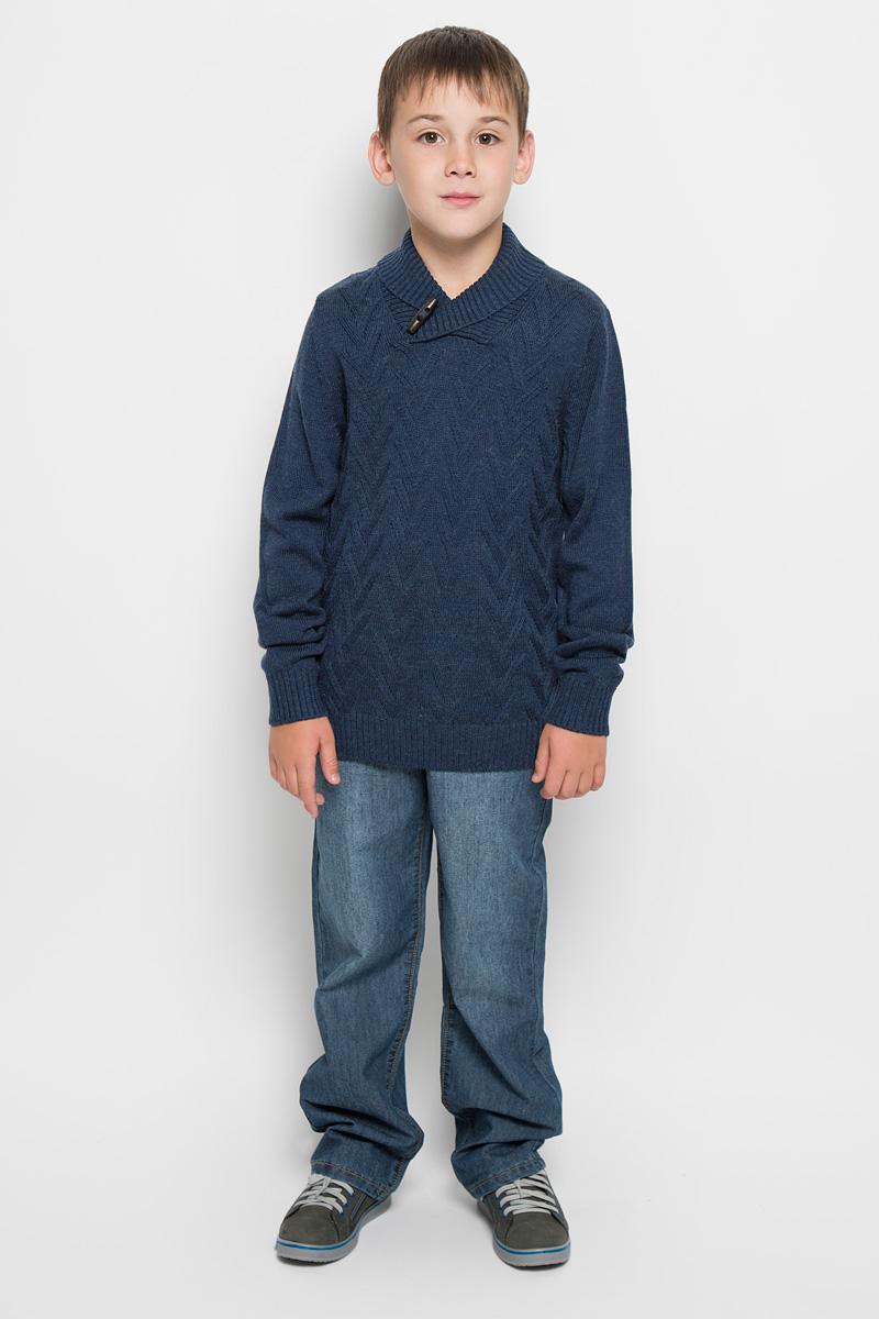 Свитер для мальчика. JR-814/123-5424JR-814/123-5424Стильный вязаный свитер для мальчика Sela идеально подойдет вашему маленькому мужчине. Изготовленный из сложного состава пряжи, он необычайно мягкий и приятный на ощупь, не сковывает движения и позволяет коже дышать, не раздражает даже самую нежную и чувствительную кожу ребенка, обеспечивая ему наибольший комфорт. Свитер с длинными рукавами дополнен воротником-шалькой на оригинальной пуговице. Манжеты рукавов, горловина и низ изделия связаны крупной резинкой. Изделие оформлено фактурной вязкой. Современный дизайн и расцветка делают этот свитер стильным и модным предметом детского гардероба. В нем вашему ребенку будет уютно и тепло, и он всегда будет в центре внимания!