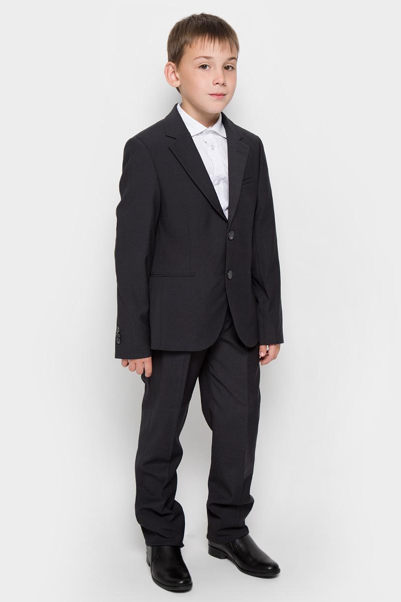 Костюм для мальчика School. 6301763017Классический костюм для мальчика Orby, состоящий из пиджака и брюк - основа делового стиля, а значит и в школьном гардеробе ребенка - это базовый атрибут, необходимый для будней и праздников. Правильно подобранный костюм - тайное оружие каждого парня! Изготовленный из высококачественной костюмной ткани, он необычайно мягкий и приятный на ощупь, не сковывает движения и позволяет коже дышать, не раздражает даже самую нежную и чувствительную кожу ребенка, обеспечивая ему наибольший комфорт. На подкладке используется гладкая подкладочная ткань. Классический пиджак приталенного силуэта с английским воротником с зауженным лацканом застегивается на две пуговицы. Спереди он дополнен двумя прорезными карманами и небольшим нагрудным кармашком, а сзади имеется шлица. Также имеется внутренний кармашек для мобильного телефона, ключей или других мелких предметов. Внутренняя обработка пиджака, сделанная по самым высоким стандартам мужской моды, придает костюму солидность. Низ рукавов...
