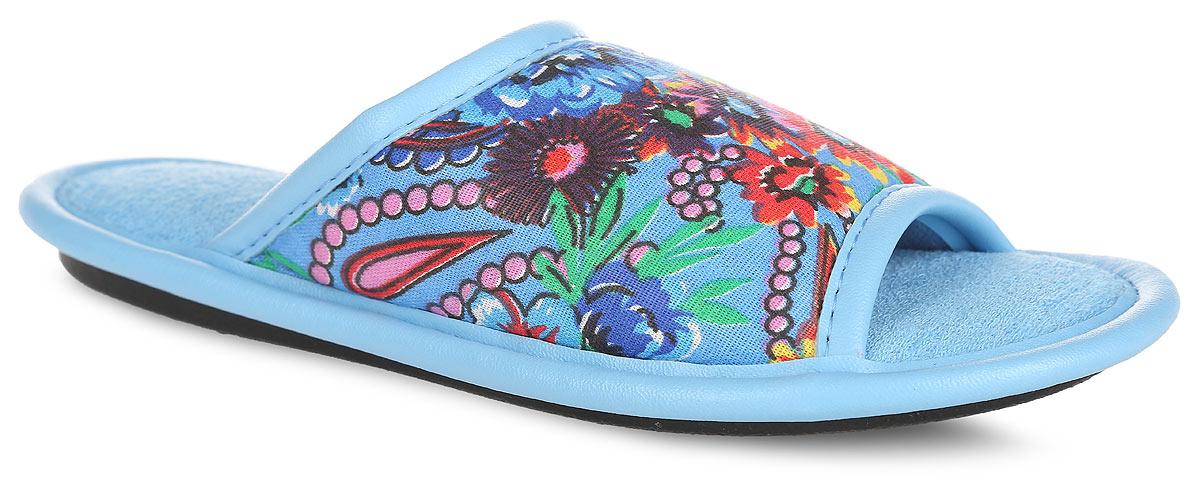 Тапки для девочки. BTK70802-50-36DBTK70802-50-36DЛегкие домашние тапки с открытым носком от Bris придутся по душе вашей девочке! Верх модели, выполненный из текстиля, оформлен цветочным принтом. Модель дополнена окантовкой из искусственной кожи. Подкладка и стелька из текстиля комфортны при движении. Рифление на подошве обеспечивает идеальное сцепление с любой поверхностью. Чудесные тапки подарят чувство уюта и комфорта.