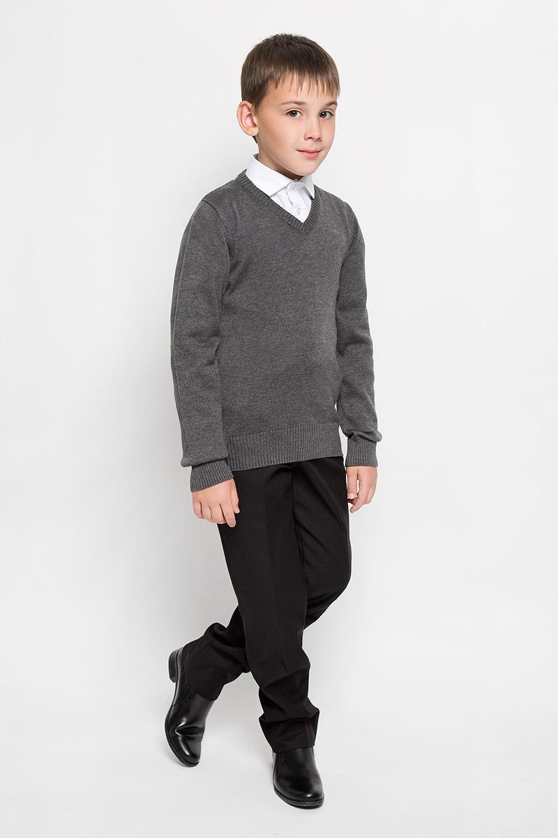 Пуловер353007Вязаный пуловер для мальчика Scool идеально подойдет для школы и повседневной носки. Изготовленный из хлопковой пряжи с добавлением акрила, он мягкий и приятный на ощупь, не сковывает движения и позволяет коже дышать, не раздражает даже самую нежную и чувствительную кожу ребенка, обеспечивая ему наибольший комфорт. Классическая модель с длинными рукавами и V-образным вырезом горловины прекрасно сочетается с рубашками. Низ изделия, манжеты и горловина связаны резинкой. Вязаный пуловер - хорошая альтернатива пиджаку в прохладное время года. Являясь важным атрибутом школьной моды, он обеспечивает тепло и комфорт.