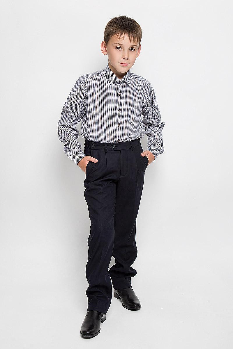 РубашкаFlorence 2Стильная рубашка для мальчика Tsarevich Florence 2 идеально подойдет вашему юному мужчине. Изготовленная из хлопка с добавлением полиэстера, она мягкая и приятная на ощупь, не сковывает движения и позволяет коже дышать, не раздражает даже самую нежную и чувствительную кожу ребенка, обеспечивая ему наибольший комфорт. Рубашка классического кроя с длинными рукавами и отложным воротничком застегивается по всей длине на пуговицы. На груди она дополнена накладным карманом. Рукава понизу дополнены широкими манжетами на пуговицах. Низ изделия немного закруглен к боковым швам. Модель оформлена принтом в мелкую цветную клетку. Такая рубашка будет прекрасно смотреться с брюками и джинсами. Она станет неотъемлемой частью детского гардероба.