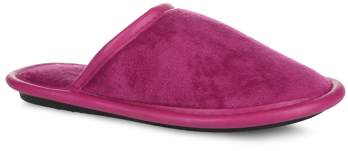 Тапки для девочки. BTK70018-17 DBTK70018-17 DЛегкие домашние тапки от Bris придутся по душе вашей девочке! Модель выполнена из текстиля и дополнена окантовкой из искусственной кожи. Эластичная резинка обеспечивает надежную фиксацию модели на ноге. Мягкие и приятные на ощупь тапки не дадут ногам вашей девочки замерзнуть. Рифление на подошве обеспечивает идеальное сцепление с любой поверхностью. Чудесные тапки подарят чувство уюта и комфорта.