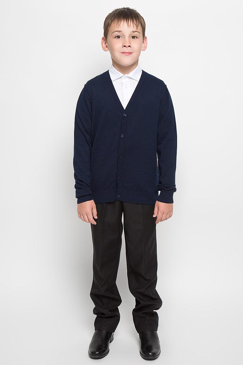 Кардиган для мальчика School. 64204_OLB64204_OLB, вар.1Стильный трикотажный кардиган для мальчика Orby School идеально подойдет для школы и повседневной носки. Изготовленный из натурального хлопка, он необычайно мягкий и приятный на ощупь, не сковывает движения ребенка и позволяет коже дышать. Классический кардиган с длинными рукавами и V-образным вырезом горловины застегивается на пуговицы. Низ модели, вырез горловины, планка и манжеты отделаны широкой резинкой. Оригинальный современный дизайн и модная расцветка делают этот кардиган модным и стильным предметом детского гардероба. Трикотажный кардиган прямого кроя - хорошая альтернатива школьному пиджаку. Являясь важным атрибутом школьной моды, он обеспечивает тепло и комфорт.