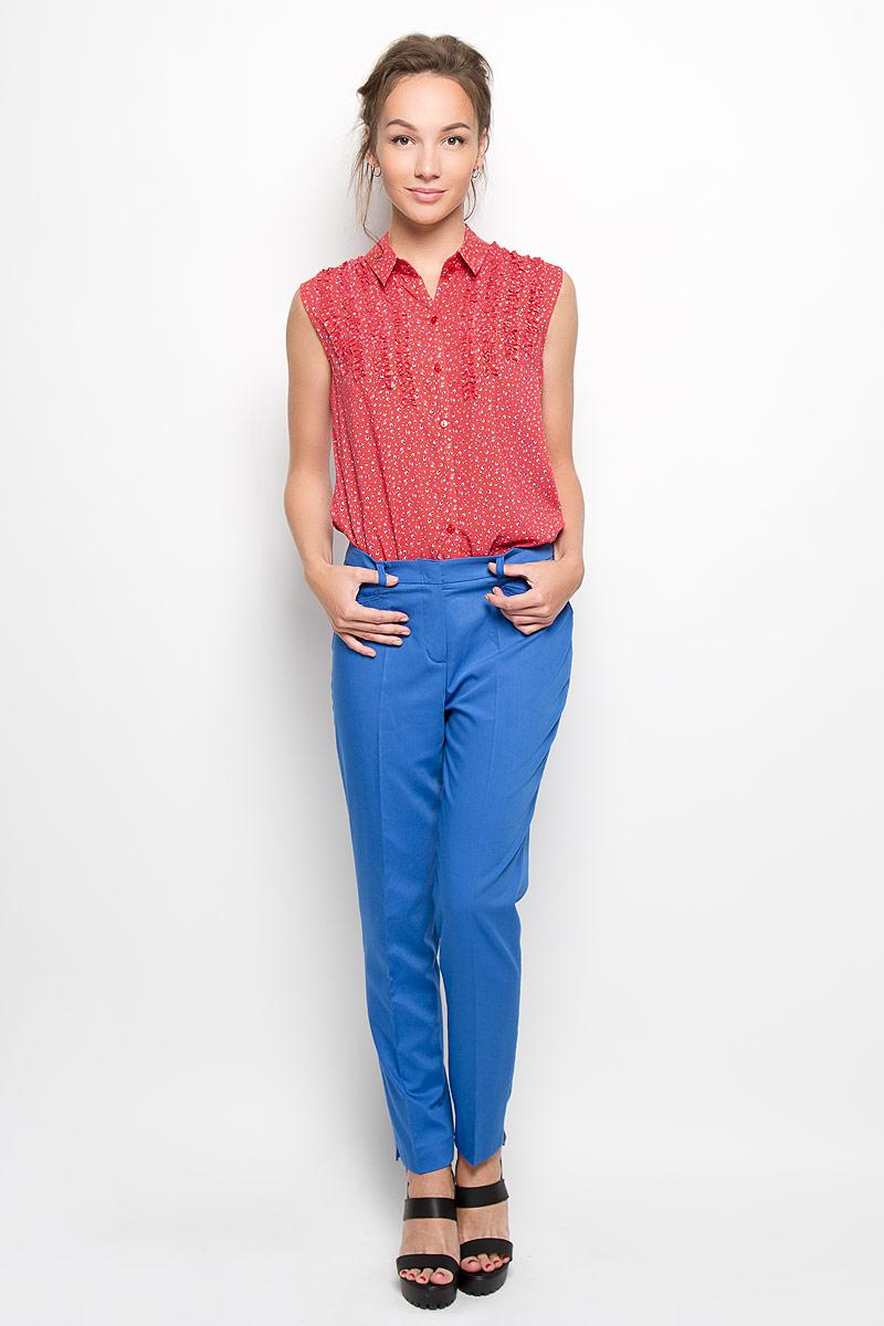 Блузка женская. Y1164-0240Y1164-0240Стильная женская блузка Yarmina, выполненная из 100% вискозы, подчеркнет ваш уникальный стиль и поможет создать женственный образ. Модель c отложным воротником застегивается спереди на пуговицы. Блузка на груди дополнена оборками. Изделие оформлено принтом в мелкий цветочек. Такая блузка будет дарить вам комфорт в течение всего дня и послужит замечательным дополнением к вашему гардеробу.