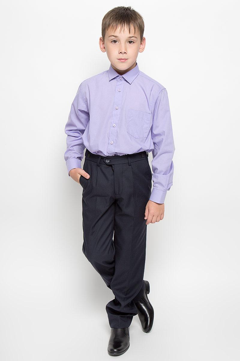 РубашкаWisteriaСтильная рубашка для мальчика Tsarevich идеально подойдет вашему юному мужчине. Изготовленная из хлопка с добавлением полиэстера, она мягкая и приятная на ощупь, не сковывает движения и позволяет коже дышать, не раздражает даже самую нежную и чувствительную кожу ребенка, обеспечивая ему наибольший комфорт. Однотонная рубашка классического кроя с длинными рукавами и отложным воротничком застегивается по всей длине на пуговицы. На груди располагается накладной карман. Края рукавов дополнены широкими манжетами на пуговицах. Низ изделия немного закруглен к боковым швам. Такая рубашка будет прекрасно смотреться с брюками и джинсами. Она станет неотъемлемой частью детского гардероба.