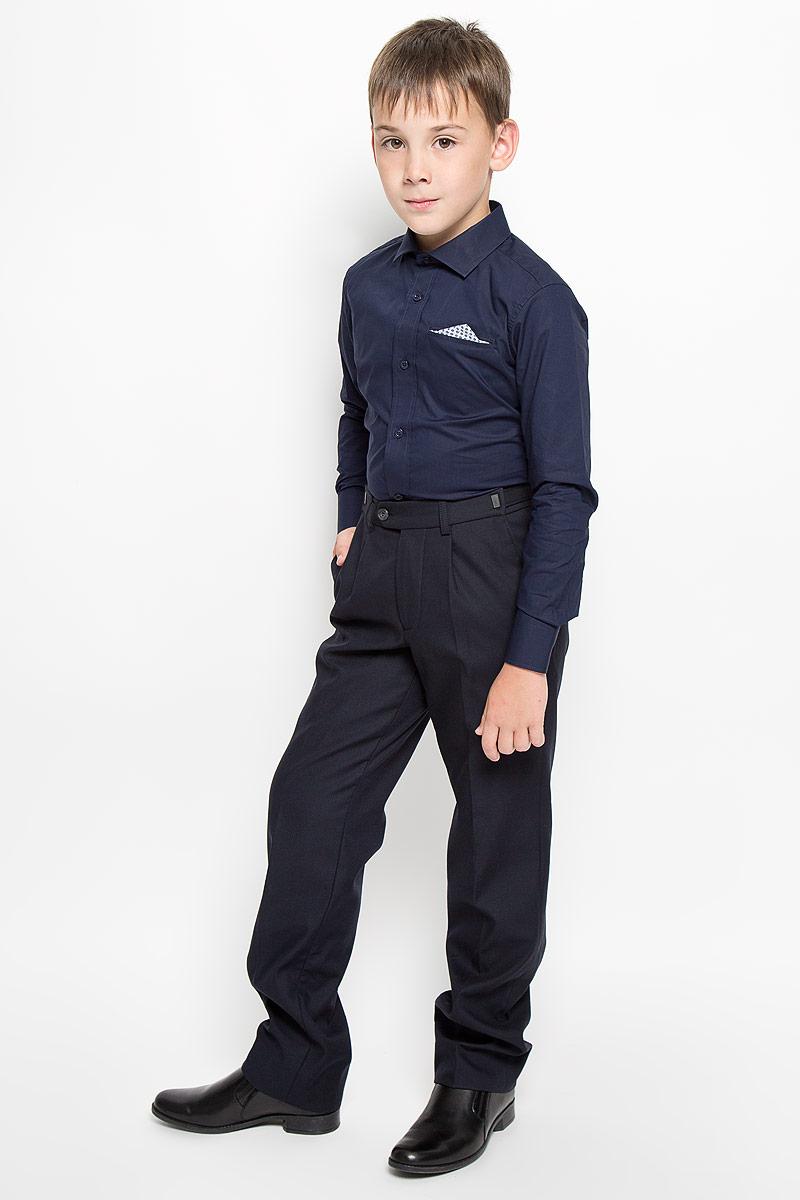 64193_OLB_вариант 1Рубашка для мальчика Orby School, выполненная из натурального хлопка, станет модным дополнением к детскому гардеробу. Она отлично сочетается как с джинсами, так и с классическими брюками. Материал изделия мягкий и приятный на ощупь, не сковывает движения и обладает высокими дышащими свойствами. Приталенная рубашка с длинными рукавами и отложным воротником застегивается спереди на пуговицы по всей длине. Манжеты рукавов также имеют застежки-пуговицы. На груди имеется имитация прорезного кармана с декоративным платком. Украшена модель вышитым логотипом бренда. Стильный дизайн и высокое качество исполнения принесут удовольствие от покупки и подарят отличное настроение!
