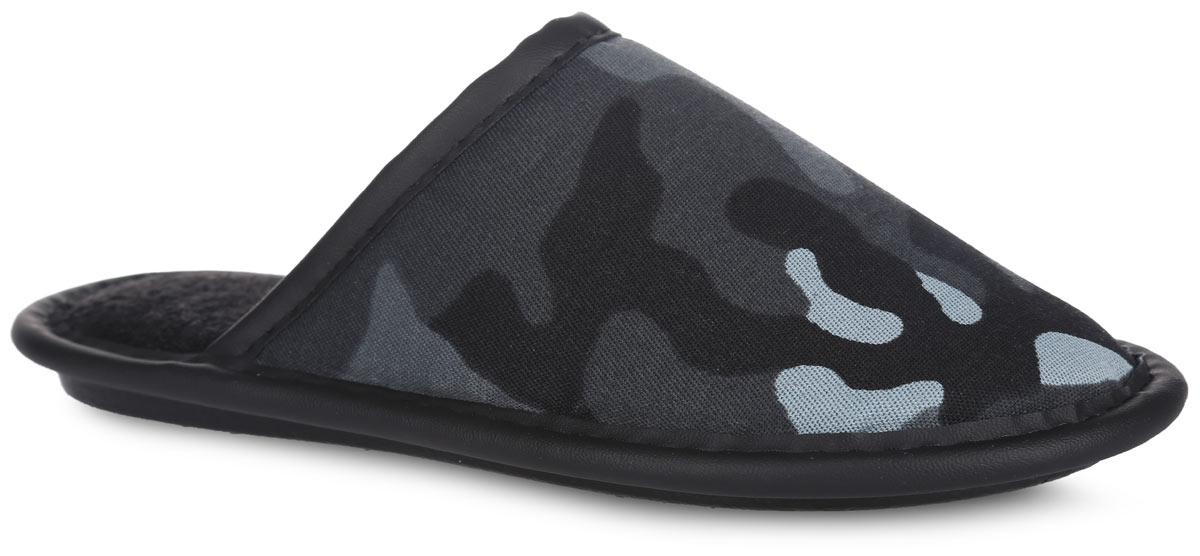 Тапки для мальчика. BTK70801-85-35BBTK70801-85-35BЛегкие домашние тапки от Bris придутся по душе вашему мальчику! Верх модели, выполненный из текстиля, оформлен принтом в стиле милитари. Модель дополнена окантовкой из искусственной кожи. Подкладка и стелька из мягкого текстиля не дадут ногам вашего мальчика замерзнуть. Рифление на подошве обеспечивает идеальное сцепление с любой поверхностью. Чудесные тапки подарят чувство уюта и комфорта.