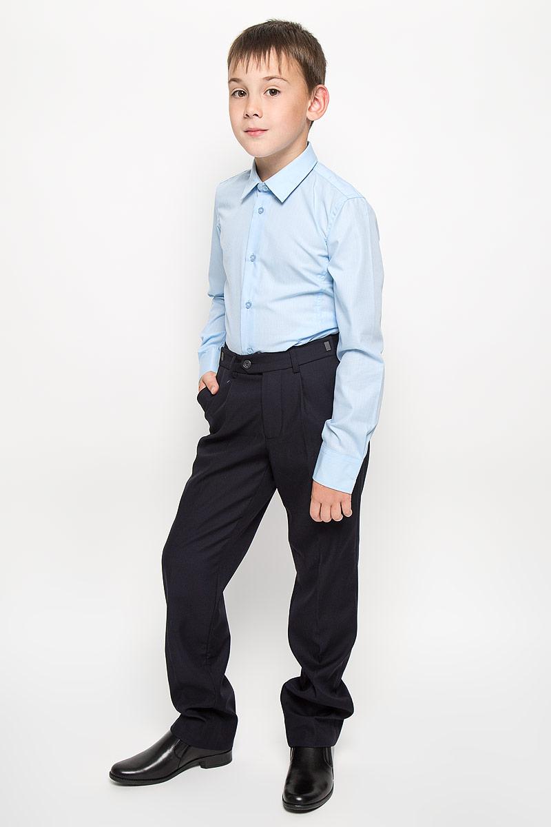 Рубашка для мальчика School. 63027_OLB63027_OLBРубашка для мальчика Orby School идеально подойдет вашему юному мужчине. Изготовленная из полиэстера с добавлением хлопка, она мягкая и приятная на ощупь, не сковывает движения и позволяет коже дышать, не раздражает даже самую нежную и чувствительную кожу ребенка, обеспечивая ему наибольший комфорт. Рубашка с длинными рукавами и отложным воротничком застегивается по всей длине на пуговицы. Модель немного приталена. Края рукавов дополнены закругленными манжетами на пуговице. Низ изделия закруглен к боковым швам. Оформлена модель принтом в мелкую клетку и небольшой вышивкой в нижней части. Такая рубашка будет прекрасно смотреться с брюками и джинсами. Она станет неотъемлемой частью детского гардероба.