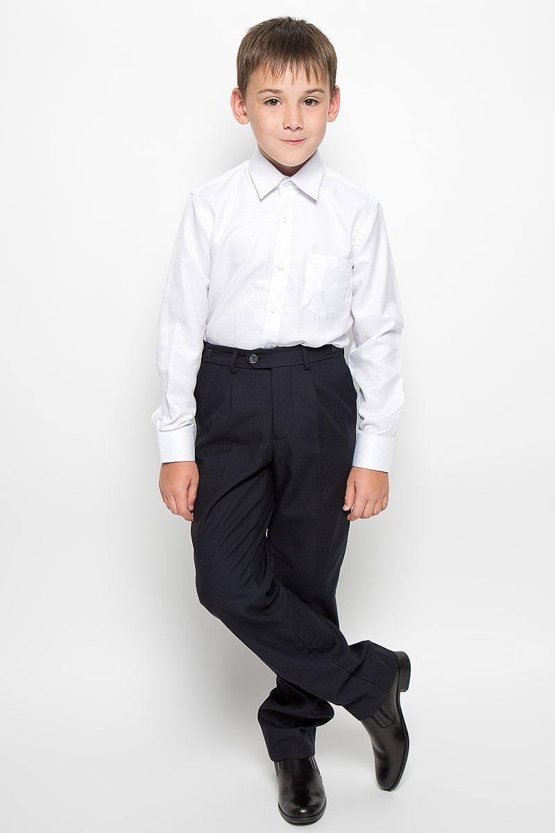 РубашкаCWR16004B-1/CWR16004A-1Стильная рубашка для мальчика Nota Bene с длинными рукавами идеально подойдет вашему ребенку. Изготовленная из хлопка с добавлением полиэстера, она мягкая и приятная на ощупь, не сковывает движения и позволяет коже дышать, не раздражает даже самую нежную и чувствительную кожу ребенка, обеспечивая ему наибольший комфорт. Рубашка классического кроя с отложным воротничком застегивается на пуговицы по всей длине. Рукава имеют широкие манжеты, также застегивающиеся на пуговицы. Низ изделия слегка закруглен. Модель дополнена небольшим накладным нагрудным карманом. Изделие оформлено принтом в мелкий ромбик. Оригинальный современный дизайн и модная расцветка делают эту рубашку стильным предметом детского гардероба. Ее можно носить как с джинсами, так и с классическими брюками.
