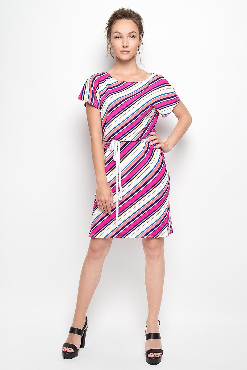 Платье. Y0267-0160Y0267-0160Оригинальное платье Yarmina станет ярким и стильным дополнением к вашему гардеробу. Изделие выполнено из вискозы с добавлением эластана, приятное к телу, не сковывает движения и хорошо вентилируется. Модель с круглым вырезом горловины и короткими рукавами-кимоно. Боковые швы дополнены небольшими разрезами. Платье-миди оформлено принтом в диагональную полоску. К изделию прилагается текстильный пояс. Такое платье поможет создать яркий и привлекательный образ, в нем вам будет удобно и комфортно.