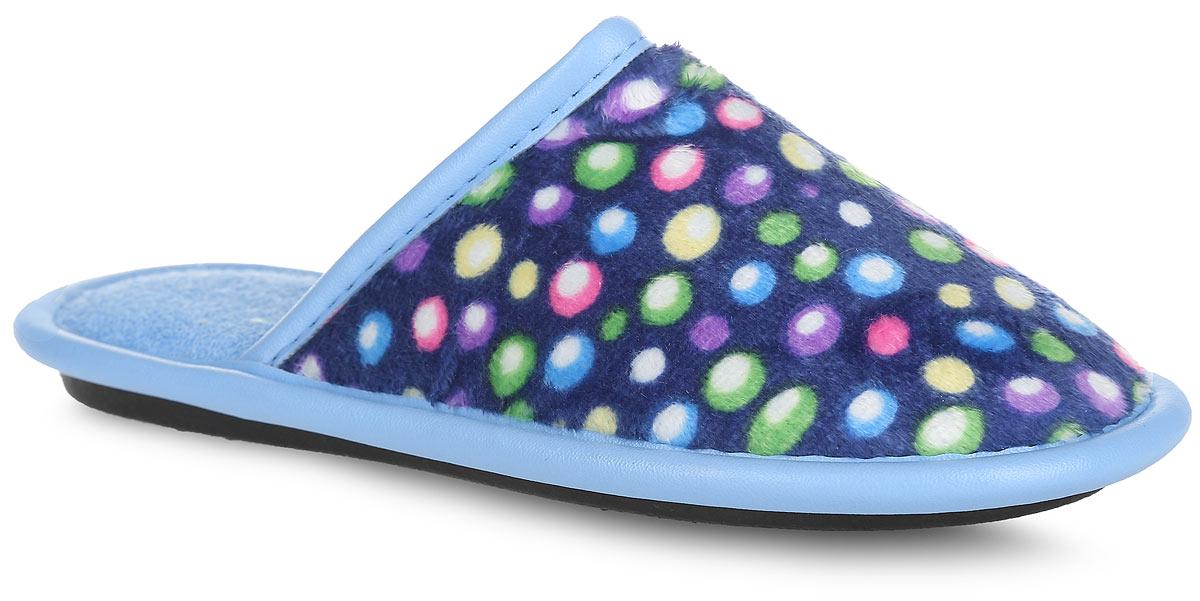 Тапки для девочки. BTK70801-97-37BBTK70801-97-37BЛегкие домашние тапки от Bris придутся по душе вашей девочке! Верх модели, выполненный из текстиля, оформлен оригинальным принтом. Модель дополнена окантовкой из искусственной кожи. Подкладка и стелька из мягкого текстиля не дадут ногам вашей девочки замерзнуть. Рифление на подошве обеспечивает идеальное сцепление с любой поверхностью. Чудесные тапки подарят чувство уюта и комфорта.