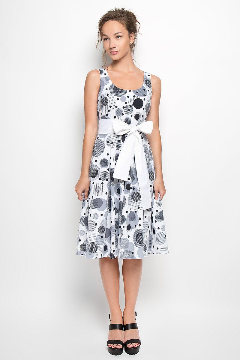 Платье. B1140-0889B1140-0889Оригинальное платье Yarmina станет ярким и стильным дополнением к вашему гардеробу. Изделие выполнено из хлопка с добавлением эластана, приятное к телу, не сковывает движения и хорошо вентилируется. Модель с круглым вырезом горловины застегивается на потайную застежку-молнию, расположенную в левом боковом шве. Юбка изделия дополнена крупными складками. Платье-миди оформлено принтом в оригинальный горох. К изделию прилагается широкий текстильный пояс. Такое платье поможет создать яркий и привлекательный образ, в нем вам будет удобно и комфортно.