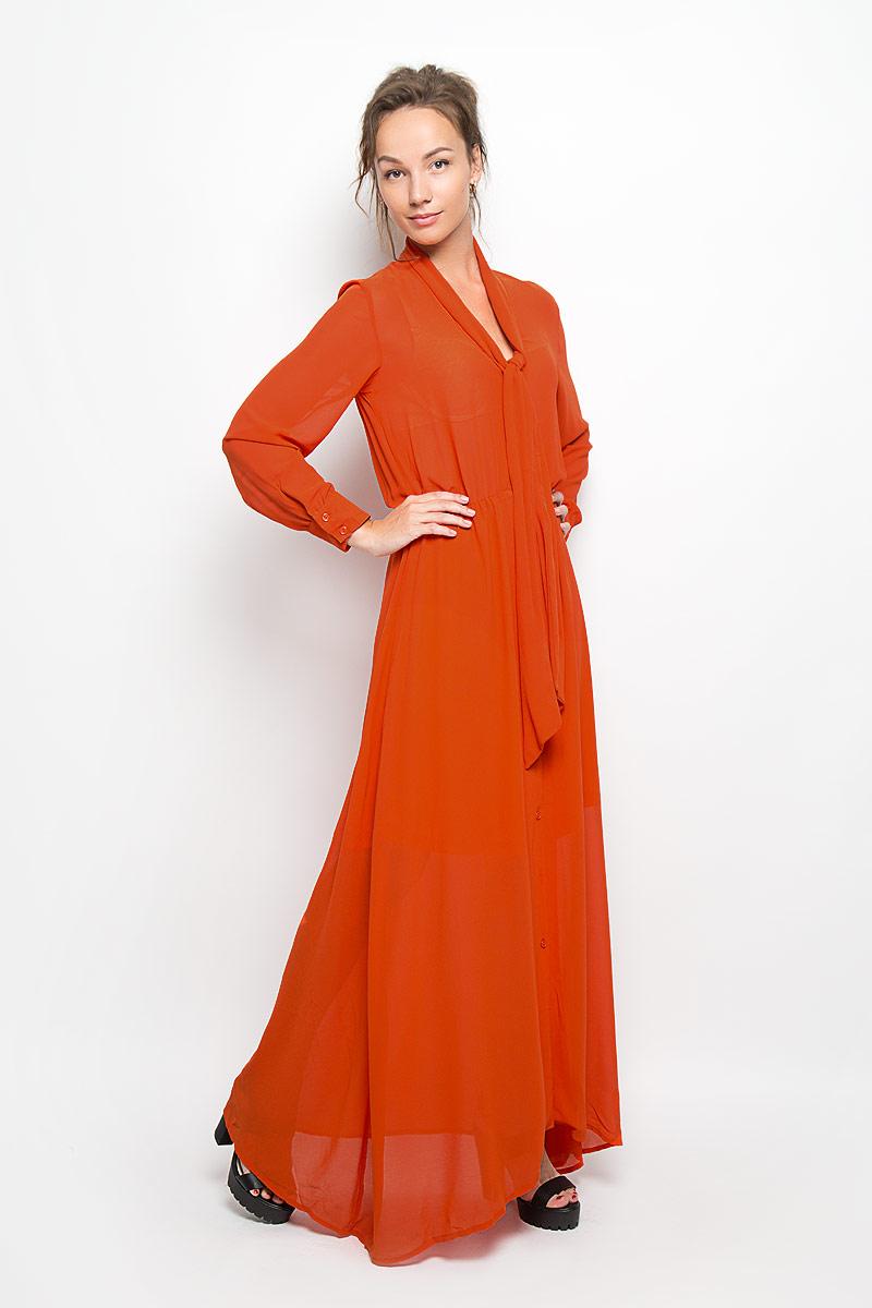 Платье. KA4217KA4217 GINGERЭлегантное и невероятно легкое платье Glamorous, выполненное из полупрозрачного материала, преподносит все достоинства женской фигуры в наиболее выгодном свете. Модель с длинными рукавами и отложным воротником, края которого переходят в широкие ленты, застегивается на пластиковые пуговицы в тон платья по всей длине. Манжеты изделия также застегиваются на пуговицы. Пояс дополнен вшитой резинкой. Юбка выполнена с подкладкой. Благодаря свойствам используемого материала изделие практически не сминается. Это яркое платье станет отличным дополнением к вашему гардеробу!