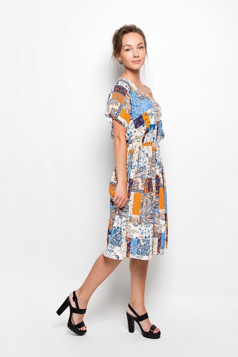 Платье. Y1158-0239 newY1158-0239 newОригинальное платье Yarmina станет ярким и стильным дополнением к вашему гардеробу. Изделие выполнено из 100% вискозы, приятное к телу, не сковывает движения и хорошо вентилируется. Модель с V-образным вырезом горловины и короткими цельнокроеными рукавами. По линии талии изделие собрано на резинку. В боковых швах обработаны небольшие разрезы. Платье-миди оформлено оригинальным орнаментом. Такое платье поможет создать яркий и привлекательный образ, в нем вам будет удобно и комфортно.