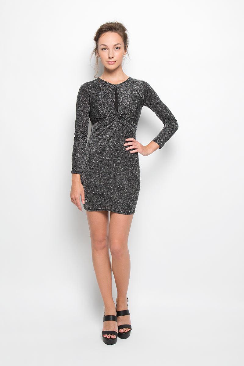 ПлатьеCK2306 BLACK LUREXЭлегантное и невероятно легкое платье Glamorous, выполненное из высококачественной полиэстера, преподносит все достоинства женской фигуры в наиболее выгодном свете. Модель облегающего кроя с круглым вырезом горловины и длинными рукавами застегивается по спинке на металлическую пуговицу. На груди модель дополнена декоративным вырезом. Это стильное платье станет отличным дополнением к вашему гардеробу!