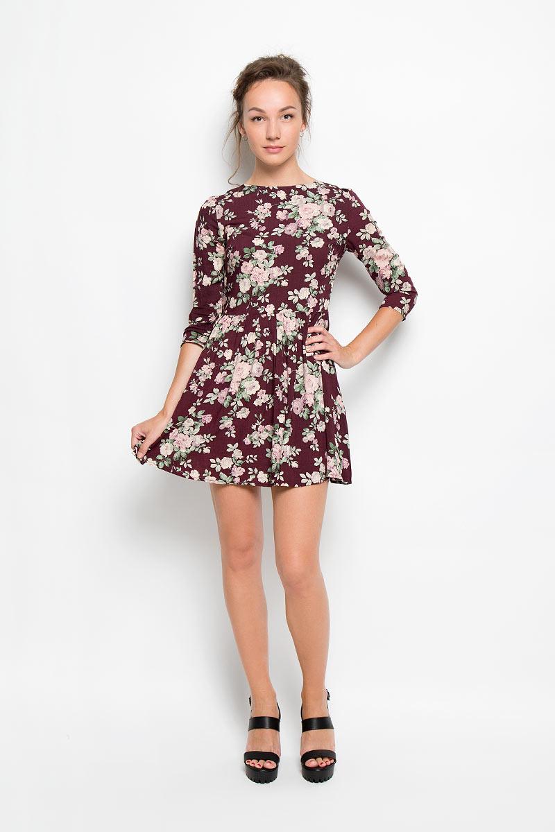 ПлатьеAN1393Романтичное платье Glamorous, выполненное из высококачественной вискозы, преподносит все достоинства женской фигуры в наиболее выгодном свете. Модель с круглым вырезом горловины и длинными рукавами на спинке застегивается на металлическую застежку-молнию. Платье с расклешенной к низу юбкой дополнено ярким цветочным принтом. Это стильное платье станет отличным дополнением к вашему гардеробу!