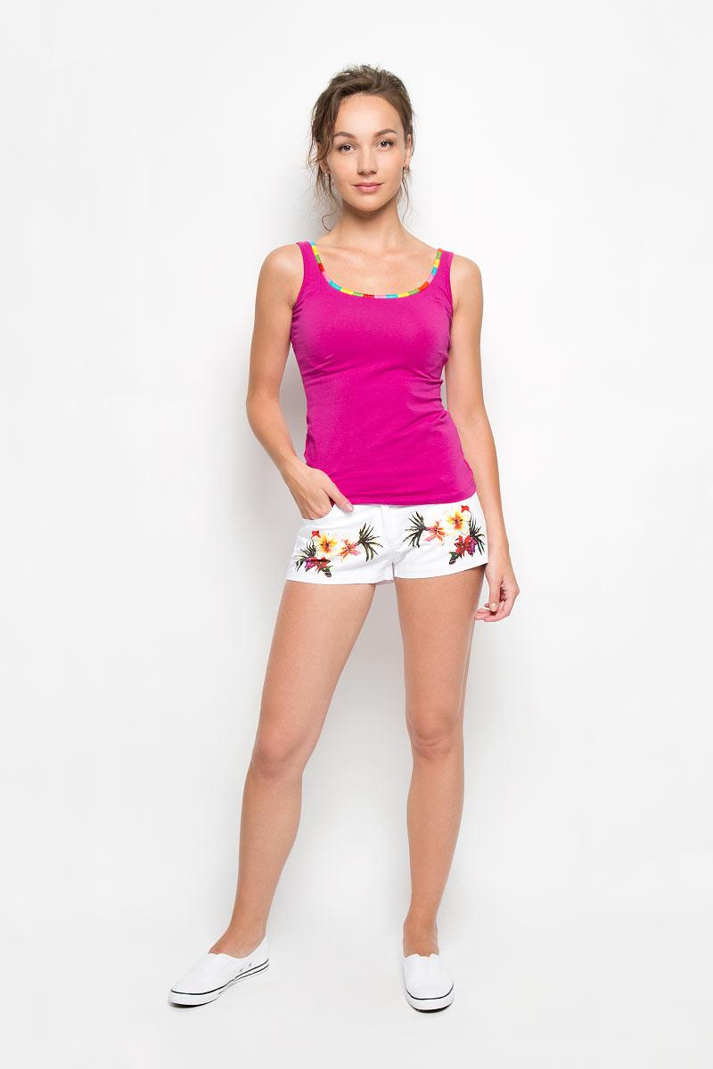 Комплект женский: майка, шорты. 3545235452Женский комплект одежды Relax Mode состоит из майки и шорт. Комплект изготовлен из приятного на ощупь высококачественного эластичного хлопка, он станет незаменимым элементом вашего домашнего гардероба. Все элементы комплекта превосходно сидят, не сковывают движения, великолепно пропускают воздух и позволяют коже дышать, что делает их удобными для повседневной носки. Шорты дополнены широкой эластичной резинкой на поясе сзади, застегиваются на пуговицу и ширинку на застежке-молнии, имеют шлевки для ремня. Спереди расположены два втачных кармана, а сзади - два накладных кармана. Изделие украшено крупным цветочным принтом. Майка на широких бретельках оформлена оригинальной вышивкой по горловине. Этот практичный и модный комплект - настоящее воплощение комфорта. В нем вы всегда будете чувствовать себя удобно и уютно.