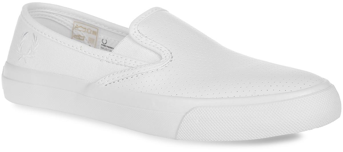 СлипоныB9025-100Модные слипоны Turner Slip Perf Leather от Fred Perry заинтересуют вас своим дизайном с первого взгляда! Модель, изготовленная из натуральной кожи и текстиля, сбоку оформлена вышивкой в виде логотипа бренда, спереди - несквозной перфорацией. Эластичные вставки по бокам обеспечивают идеальную посадку модели на ноге. Стелька из материала EVA с текстильной поверхностью обеспечивает максимальный комфорт при движении. Рифление на подошве гарантирует идеальное сцепление с поверхностью. Стильные слипоны займут достойное место в вашем гардеробе.