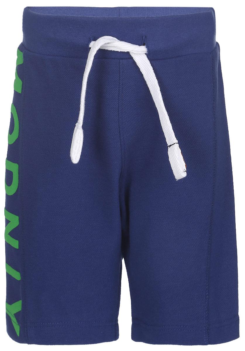 10В00070300Удобные шорты для мальчика Modniy Juk Modniy идеально подойдут вашему маленькому моднику. Изготовленные из хлопка и полиэстера, они не сковывают движения, обладают высокой износостойкостью, отводят влагу от тела и позволяют коже дышать, обеспечивая наибольший комфорт. Шорты полуприлегающего силуэта имеют широкую эластичную резинку на поясе, которая надежно фиксирует изделие и не сдавливает животик малыша. Объем талии регулируется при помощи шнурка-кулиски. Шорты оформлены крупным принтом с надписью Modniy по брючине. Практичные и стильные шорты идеально подойдут вашему малышу, а модная расцветка и высококачественный материал позволят ему комфортно чувствовать себя в течение дня и всегда оставаться в центре внимания!