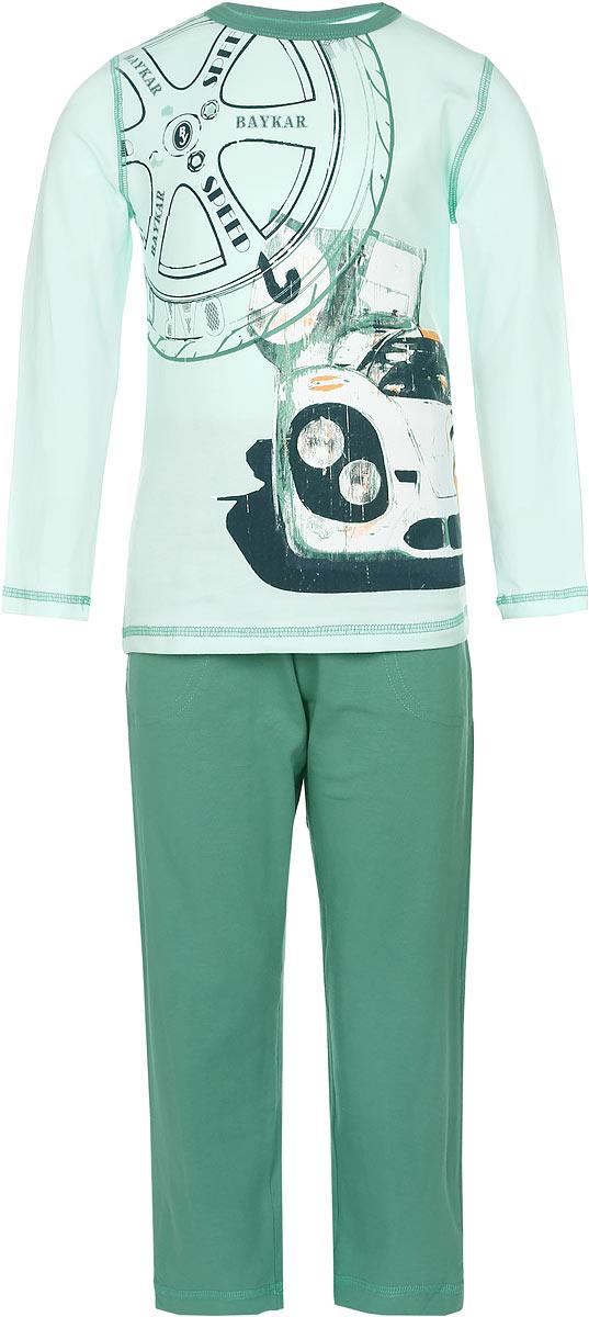 Пижама для мальчика. N9087N9087217-22/N9087217B-22Пижама для мальчика Baykar выполнена из эластичного хлопка. Материал изделия мягкий, тактильно приятный, не сковывает движения, хорошо пропускает воздух. Плоские эластичные швы обеспечат удобство и комфорт. Пижама состоит из футболки с длинным рукавом и брюк. Футболка с длинными рукавами имеет круглый вырез горловины, дополненный трикотажной резинкой. Изделие оформлено крупной термоаппликацией в виде автомобиля, а также принтом с надписями. Брюки прямого кроя имеют на талии мягкую резинку, благодаря чему они не сдавливают живот ребенка и не сползают. Спереди модель дополнена двумя втачными карманами. В такой пижаме ребенок будет чувствовать себя уютно и комфортно во время сна и отдыха!