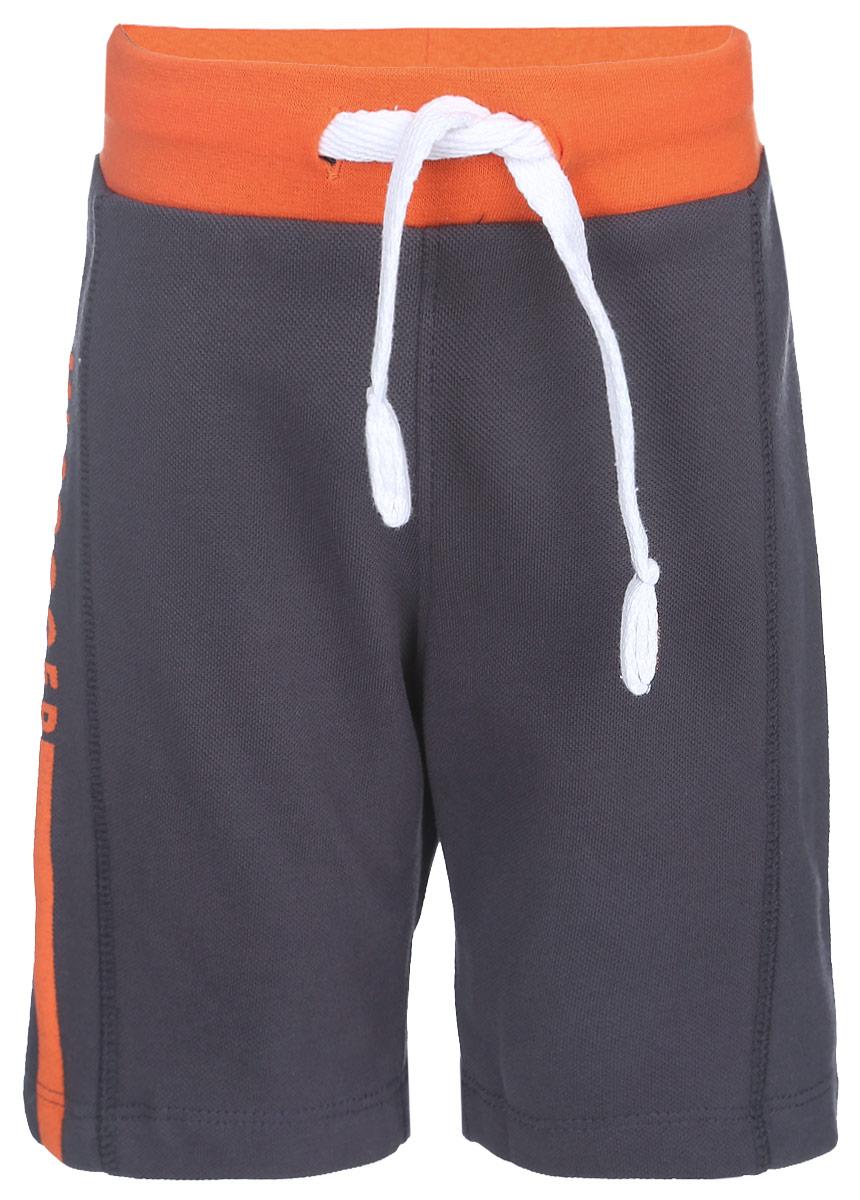 10В00070300Удобные шорты для мальчика Modniy Juk MJ Soccer идеально подойдут вашему маленькому моднику. Изготовленные из хлопка и полиэстера, они не сковывают движения, сохраняют тепло, отводят влагу от тела и позволяют коже дышать, обеспечивая наибольший комфорт. Шорты полуприлегающего силуэта имеют широкую эластичную резинку на поясе, которая надежно фиксирует изделие и не сдавливает животик малыша. Объем талии регулируется при помощи шнурка-кулиски. Шорты оформлены контрастной надписью MJ Soccer на брючине. Практичные и стильные шорты идеально подойдут вашему малышу, а модная расцветка и высококачественный материал позволят ему комфортно чувствовать себя в течение дня и всегда оставаться в центре внимания!