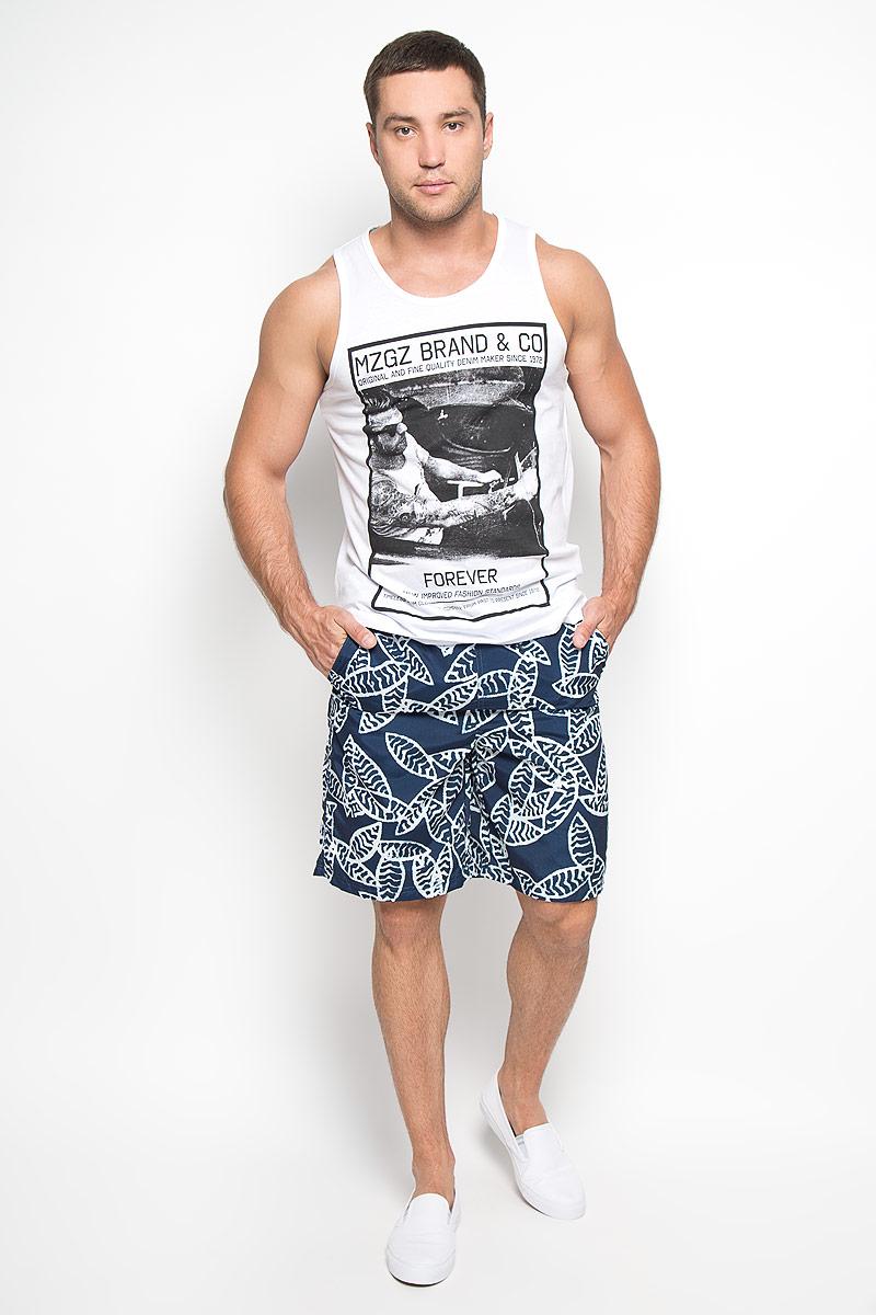Шорты для плавания мужские. Malaisia/MaldivaMaldivaМужские шорты для плавания MeZaGuZ изготовлены из 100% полиэстера. Материал изделия приятный на ощупь, имеет высокую износостойкость, быстро сохнет. Сетчатая несъемная вставка в виде трусов-слипов обеспечивает необходимую циркуляцию воздуха. Модель дополнена широкой эластичной резинкой на талии. Объем пояса регулируется при помощи шнурка-кулиски. Шорты имеют два втачных кармана спереди и один небольшой накладной карман на липучке сзади. Модель оформлена оригинальным принтом. Эти модные шорты послужат отличным дополнением к вашему гардеробу. В них вы всегда будете чувствовать себя уверенно и комфортно.
