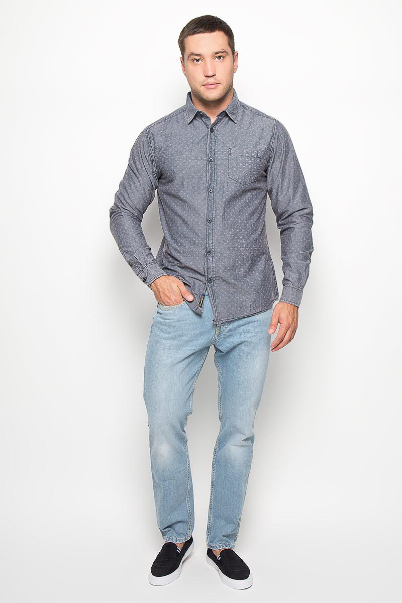 Рубашка мужская Celio. 1015194910151949 560Стильная мужская рубашка Broadway Celio, изготовленная из натурального хлопка, необычайно мягкая и приятная на ощупь, не сковывает движения и позволяет коже дышать, обеспечивая наибольший комфорт. Модная рубашка с отложным воротником, длинными рукавами и полукруглым низом застегивается на пластиковые пуговицы. Модель оформлена оригинальным принтом и на груди слева дополнена накладным кармашком. Рукава рубашки дополнены манжетами на пуговицах. Эта рубашка идеальный вариант для повседневного гардероба. Такая модель порадует настоящих ценителей комфорта и практичности!