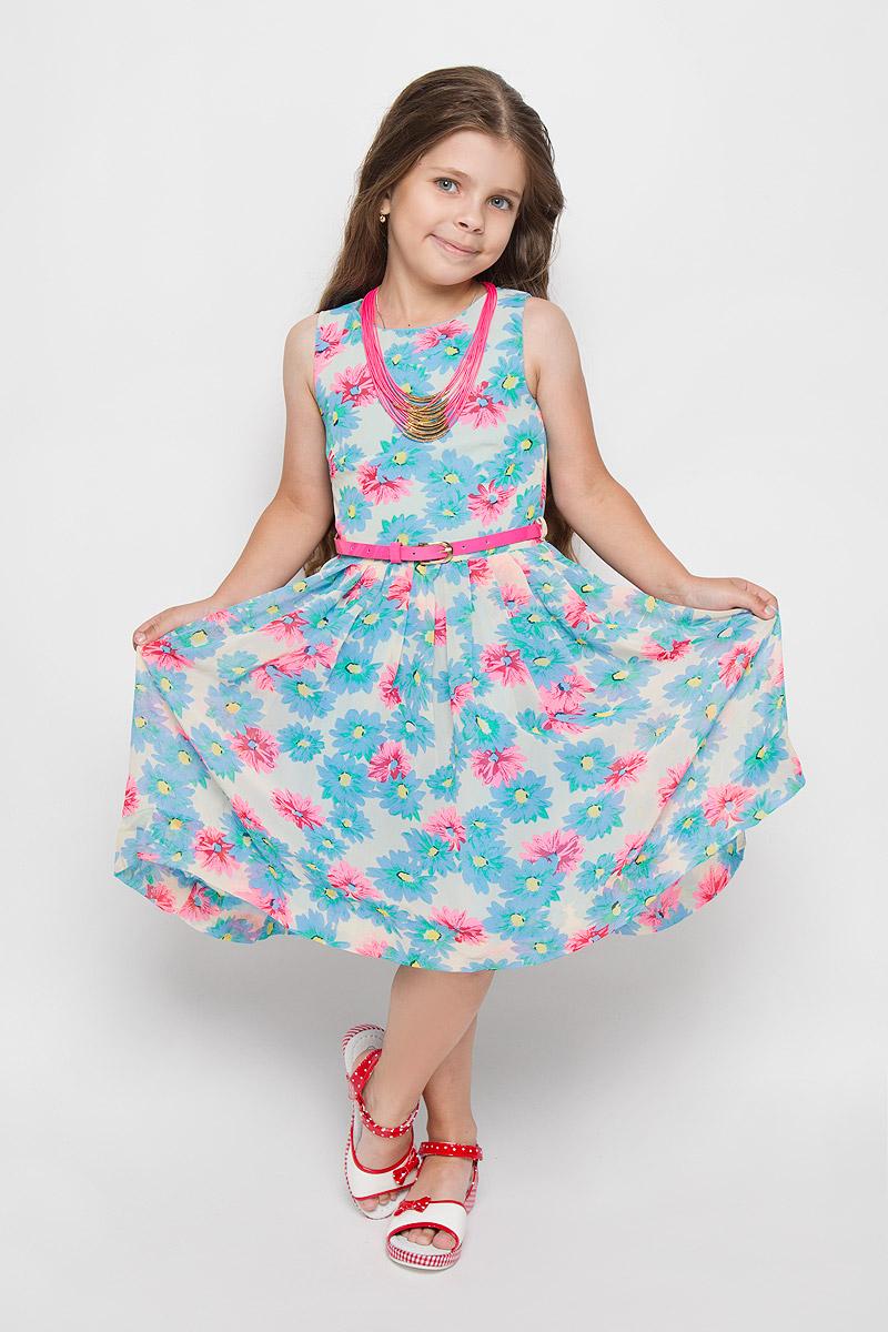 ПлатьеSS162G282-10Красивое платье для девочки Nota Bene идеально подойдет вашей маленькой моднице. Верх платья выполнен из легкой полупрозрачной ткани. На модели предусмотрена подкладка, изготовленная из хлопка с добавлением полиэстера. Платье легкое и воздушное, не стесняет движений и хорошо вентилируется. Платье с круглым вырезом горловины застегивается по спинке на скрытую молнию, что помогает при переодевании ребенка. Линию талии подчеркивает ремешок на шлевках. От линии талии заложены складочки. На подъюбнике предусмотрена оборка из сетки, придающая объем. Изделие оформлено цветочным принтом. Обладательница такого платья всегда будет в центре внимания! В комплект входит яркий аксессуар в виде колье.