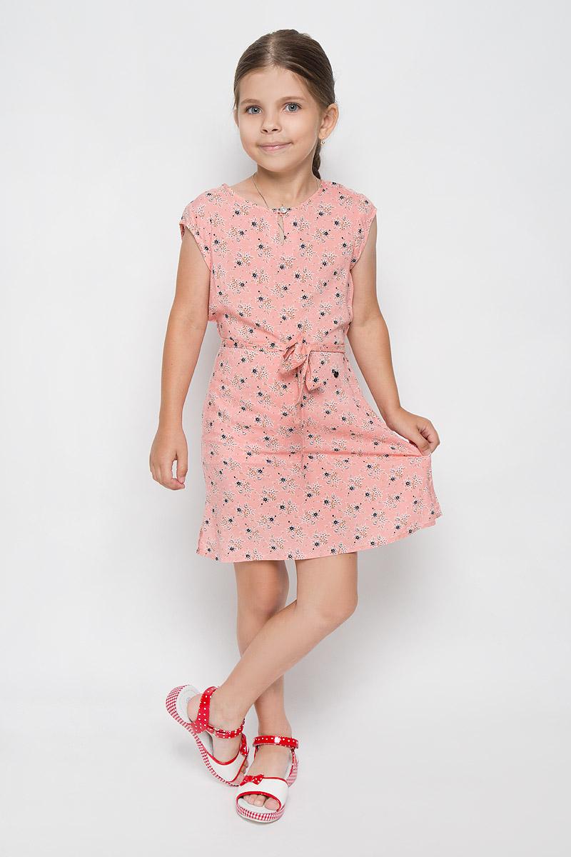 ПлатьеKS16-71061JЛегкое платье для девочки Finn Flare Kids идеально подойдет вашей маленькой моднице. Изделие выполнено из мягкой вискозы, тактильно приятное, не стесняет движений и хорошо пропускает воздух. Платье с круглым вырезом горловины и короткими рукавами застегивается спереди на пуговицу. Линию талии подчеркивает текстильный поясок на тонких шлевках. По бокам имеются небольшие разрезы. Модель оформлена цветочным принтом, украшена небольшой фирменной подвеской. В таком платье ваша маленькая принцесса будет чувствовать себя комфортно, уютно и всегда будет в центре внимания!
