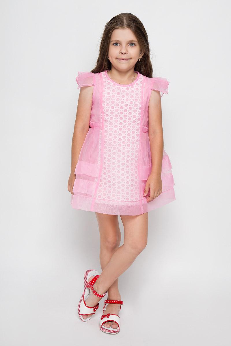 ПлатьеSSP1534-4Оригинальное платье для девочки Nota Bene идеально подойдет вашей маленькой моднице. Верх платья выполнен из прозрачной ткани. На модели предусмотрена подкладка, изготовленная из натурального хлопка. Платье легкое и воздушное, не стесняет движений и хорошо вентилируется. Платье с круглым вырезом горловины и короткими рукавами-крылышками застегивается по спинке на скрытую молнию, что помогает при переодевании ребенка. Спереди модель украшена вставкой с фактурной поверхностью. Обладательница такого красивого платья всегда будет в центре внимания!