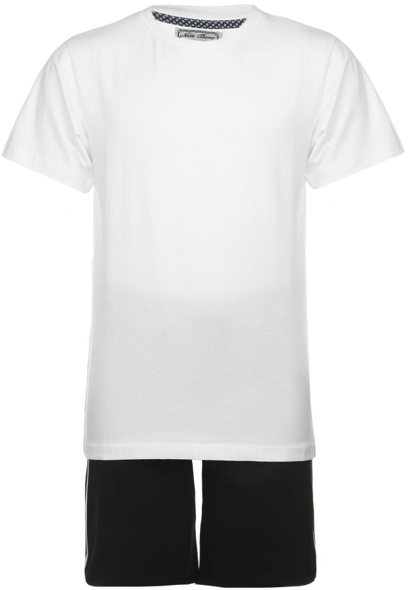 AW15BS316B-1Комплект одежды для мальчика Nota Bene состоит из футболки и шорт. Комплект выполнен из эластичного хлопка, очень мягкий, приятный к телу, не сковывает движения, хорошо пропускает воздух. Футболка с круглым вырезом горловины и короткими рукавами оформлена сзади принтовыми надписями. В левом боковом шве модель дополнена нашивкой с логотипом N&B. Шорты на талии имеют пояс на резинке, благодаря чему они не сдавливают живот ребенка и не сползают. Объем пояса также регулируется при помощи затягивающегося шнурка. Боковые швы оформлены кантом контрастного цвета. В таком комплекте ребенок будет чувствовать себя комфортно и уютно во время отдыха или занятий спортом!
