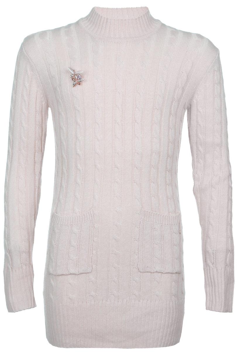 Cвитер для девочки. WT5515WT5515-12Модный свитер для девочки Nota Bene подарит вашей маленькой принцессе комфорт и удобство в прохладные дни. Изготовленный из высококачественной комбинированной пряжи, он необычайно мягкий и приятный на ощупь, не сковывает движения малышки и позволяет коже дышать, не раздражает даже самую нежную и чувствительную детскую кожу, обеспечивая наибольший комфорт. Свитер с длинными рукавами и воротником-стойкой превосходно тянется и отлично сидит. Воротник, манжеты рукавов и низ свитера связаны резинкой. Свитер оформлен объемными вязаными косами и украшен съемной брошкой в виде двух стрекоз со стразами. Спереди расположены два накладных кармана. Оригинальный современный дизайн и модная расцветка делают этот свитер практичным и стильным предметом детского гардероба. В нем ваша дочурка будет чувствовать себя уютно и комфортно и всегда будет в центре внимания!