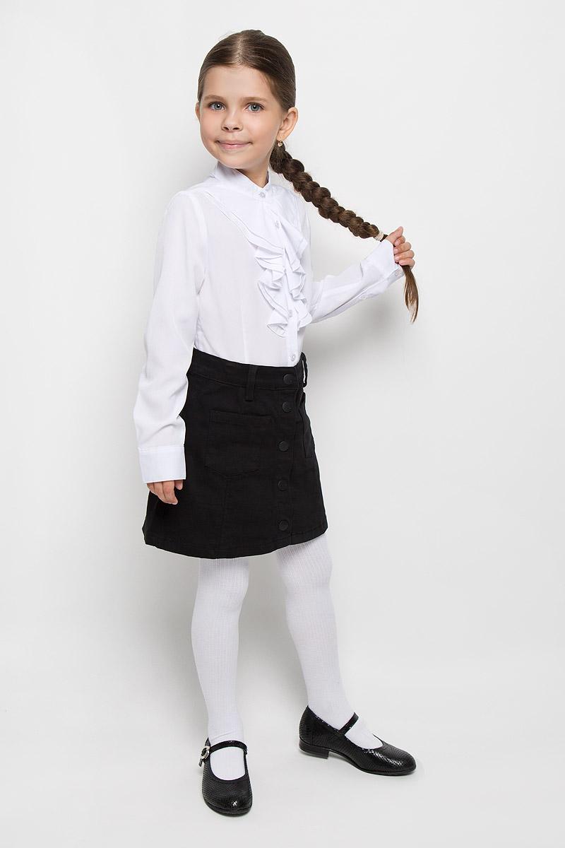 64146_OLG, вар.1Элегантная блузка для девочки Orby School идеально подойдет для школы. Изготовленная из полиэстера с добавлением вискозы и эластана, она необычайно мягкая, легкая и приятная на ощупь, не сковывает движения и позволяет коже дышать, не раздражает даже самую нежную и чувствительную кожу ребенка, обеспечивая наибольший комфорт. Блузка с воротником-стойкой и длинными рукавами застегивается на пуговицы по всей длине. Низ рукавов дополнен широкими манжетами. Модель спереди оформлена жабо. Такая блузка - незаменимая вещь для школьной формы, отлично сочетается с юбками, брюками и сарафанами. Эта модель всегда выглядит великолепно!