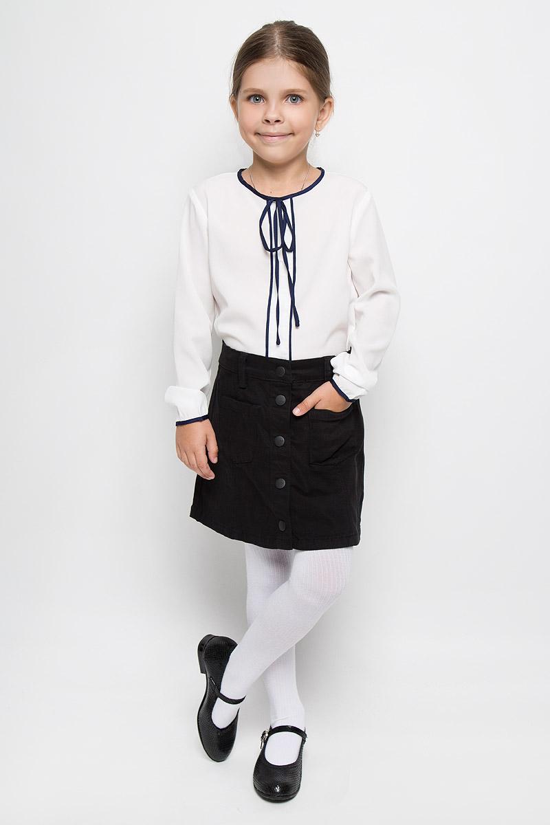 Блузка64161_OLG, вар.1Элегантная блузка для девочки Orby School идеально подойдет для школы. Изготовленная из полиэстера с добавлением вискозы и эластана, она необычайно мягкая, легкая и приятная на ощупь, не сковывает движения и позволяет коже дышать, не раздражает даже самую нежную и чувствительную кожу ребенка, обеспечивая наибольший комфорт. Блузка с круглым вырезом горловины и длинными рукавами сзади застегивается на небольшую пуговичку. Спинка немного удлинена. В боковых швах обработаны разрезы. Модель оформлена кантом и небольшим бантом контрастного цвета. Такая блузка - незаменимая вещь для школьной формы, отлично сочетается с юбками, брюками и сарафанами. Эта модель всегда выглядит великолепно!
