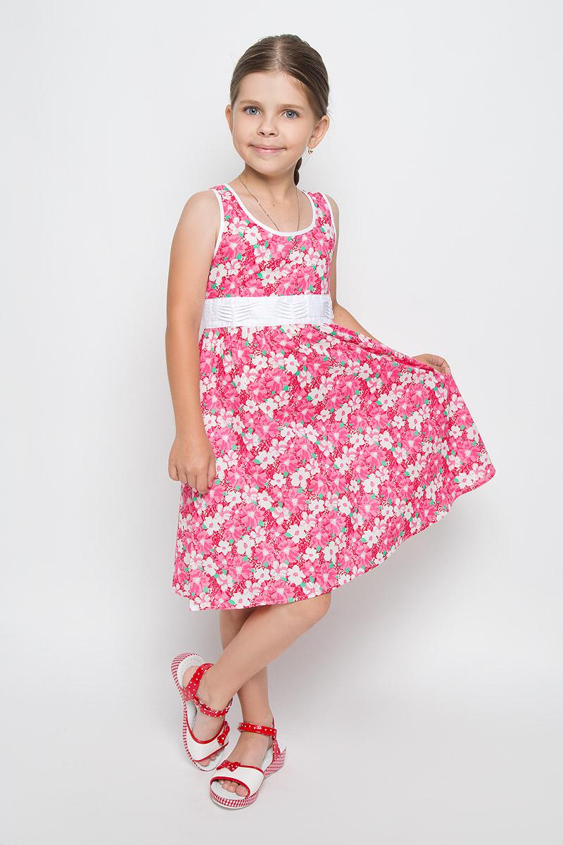 KS16-71009BЛегкое и красивое платье для девочки Finn Flare Kids станет отличным дополнением к гардеробу маленькой модницы. Изготовленное из натурального хлопка, оно мягкое и приятное на ощупь, не сковывает движения и хорошо пропускает воздух. Платье с круглым вырезом горловины застегивается по спинке на пуговицы. Вшитый пояс контрастного цвета завязывается сзади на бант. От линии талии заложены складочки, придающие изделию пышность. Модель оформлена цветочным принтом, украшена маленькой металлической пластиной с названием бренда. В таком платье маленькая принцесса всегда будет в центре внимания!