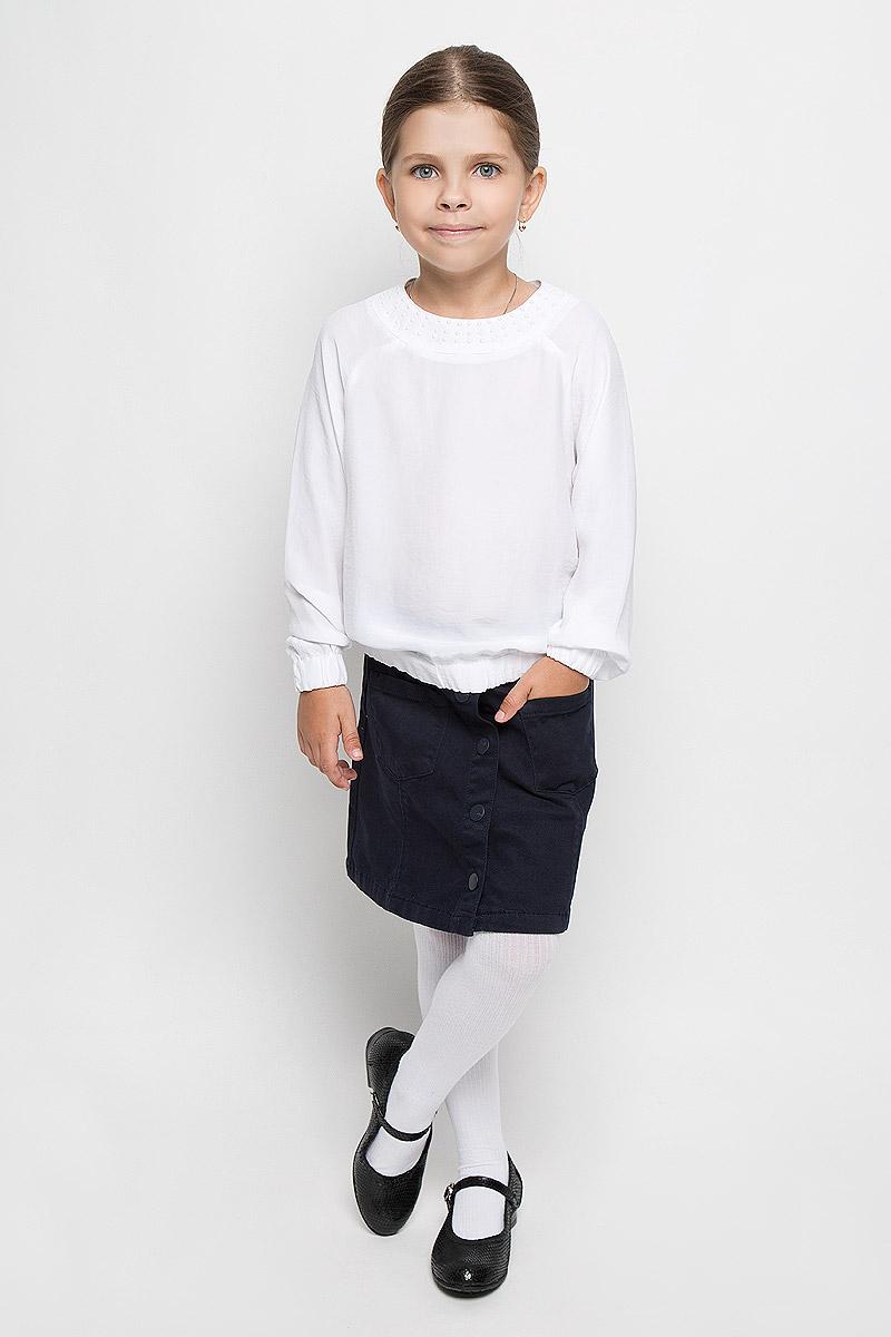 Блузка для девочки School. 64158_OLG64158_OLG, вар.1Элегантная блузка для девочки Orby School идеально подойдет для школы. Изготовленная из вискозы с добавлением полиэстера, она необычайно мягкая, легкая и приятная на ощупь, не сковывает движения и позволяет коже дышать, не раздражает даже самую нежную и чувствительную кожу ребенка, обеспечивая наибольший комфорт. Блузка с круглым вырезом горловины и длинными рукавами-реглан застегивается сзади на две пуговицы. Низ изделия и низ рукавов дополнены резинками. Спереди модель оформлена пластиковыми полубусинами. Такая блузка - незаменимая вещь для школьной формы, отлично сочетается с юбками, брюками и сарафанами. Эта модель всегда выглядит великолепно!