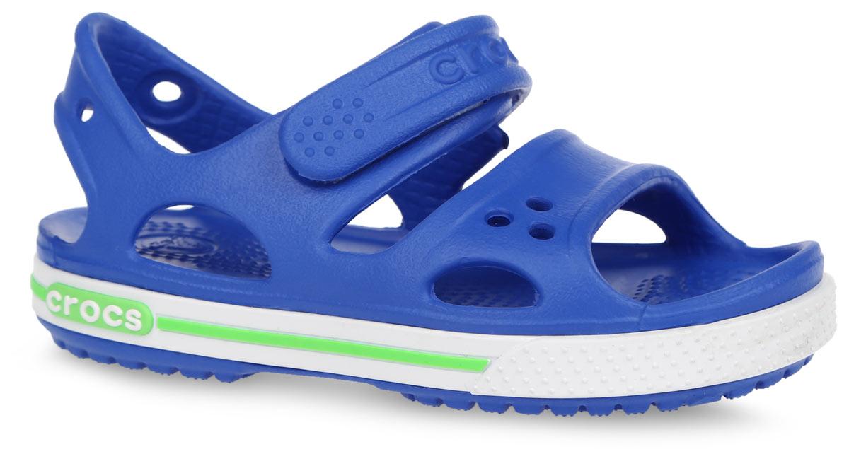 Сандалии для мальчика Crocband II. 14854-40K14854-40KМодные сандалии Crocband II от Crocs очаруют вашего мальчика с первого взгляда! Модель выполнена из полимера Croslite и дополнена по периметру подошвы контрастной полоской с названием бренда. Благодаря материалу Croslite обувь невероятно легкая, мягкая и удобная. Материал Croslite - бактериостатичен, препятствует появлению неприятных запахов и легок в уходе: быстро сохнет и не оставляет следов на любых поверхностях. Верх модели оформлен отверстиями, которые можно использовать для украшения джибитсами. Под воздействием температуры тела обувь принимает форму стопы. Ремешок с застежкой-липучкой, оформленный названием бренда, обеспечивает надежную фиксацию модели на ноге. Рельефная поверхность верхней части подошвы комфортна при движении. Рифленое основание подошвы гарантирует идеальное сцепление с любой поверхностью. Такие сандалии принесут комфорт и радость вашему ребенку.
