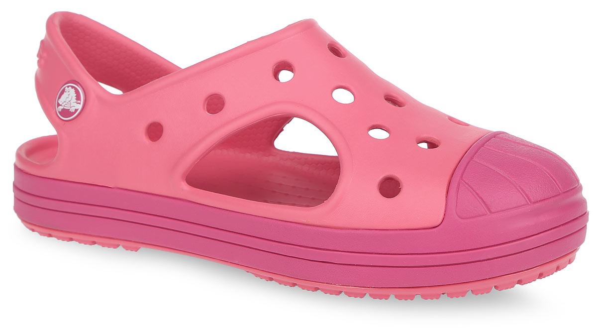 Сандалии детские Bump It. 202610202610-4BAМодные сандалии Bump It от Crocs очаруют вашего ребенка с первого взгляда! Модель, выполненная из полимера Croslite, дополнена на мыске вставкой и вдоль подошвы полоской из резины. Благодаря материалу Croslite обувь невероятно легкая, мягкая и удобная. Материал Croslite - бактериостатичен, препятствует появлению неприятных запахов и легок в уходе: быстро сохнет и не оставляет следов на любых поверхностях. Верх модели оформлен отверстиями, которые обеспечивают естественную вентиляцию. Отверстия можно использовать для украшения джибитсами. Под воздействием температуры тела обувь принимает форму стопы. Рельефная поверхность верхней части подошвы комфортна при движении. Рифленое основание подошвы гарантирует идеальное сцепление с любой поверхностью. Такие сандалии принесут комфорт и радость вашему ребенку.