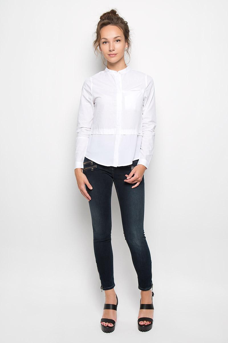 Блузка женская Jeans. J20J200515J20J200515_1120Стильная женская блузка Calvin Klein Jeans, выполненная из натурального хлопка, подчеркнет ваш уникальный стиль и поможет создать женственный образ. Модель c круглым вырезом горловины и длинными рукавами застегивается на пуговицы скрытые под планкой. Низ рукавов дополнен манжетами на пуговицах. Низ изделия выполнен из полупрозрачного легкого полиэстера. Блуза спереди дополнена небольшим втачным карманом, расположенным на уровне груди. Такая блузка будет дарить вам комфорт в течение всего дня и послужит замечательным дополнением к вашему гардеробу.