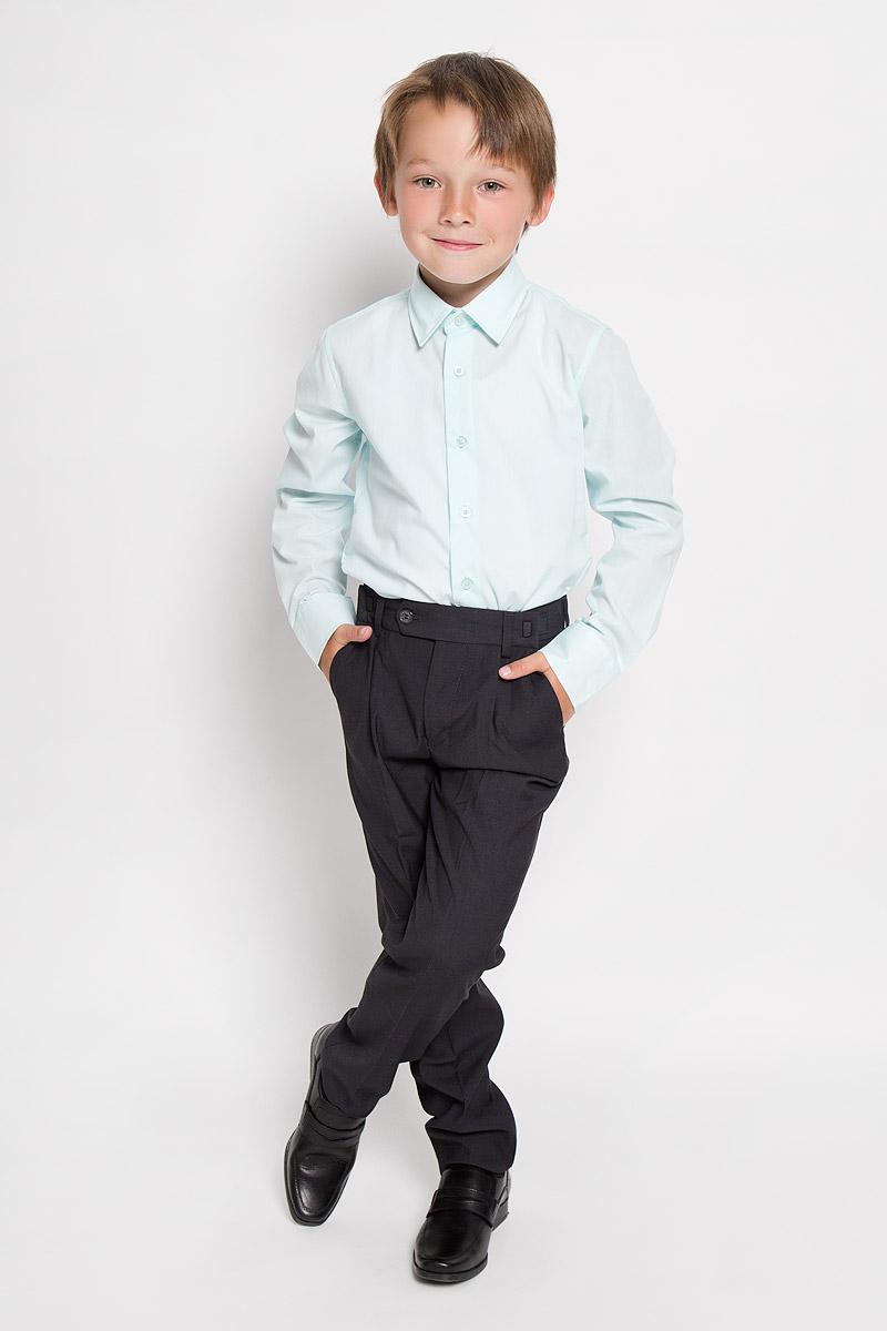 Брюки63018_OLBКлассические брюки для мальчика Orby School - основа повседневного школьного гардероба. Изготовленные из высококачественного костюмного полотна, они необычайно мягкие и приятные на ощупь, не сковывают движения и позволяют коже дышать, не раздражают даже самую нежную и чувствительную кожу ребенка, обеспечивая ему наибольший комфорт. Брюки прямого покроя с заутюженными стрелками на талии застегиваются на пластиковую пуговицу и на металлический крючок, а также имеют ширинку на застежке-молнии и шлевки для ремня. Плавающая регулировка в поясе брюк (хлястиками на зажимах) обеспечивает комфортную посадку и регулирует полноту до 4 см. Спереди брюки дополнены двумя втачными карманами с косыми краями. Эта универсальная модель, подходящая под различные варианты пиджаков, джемперов и водолазок.