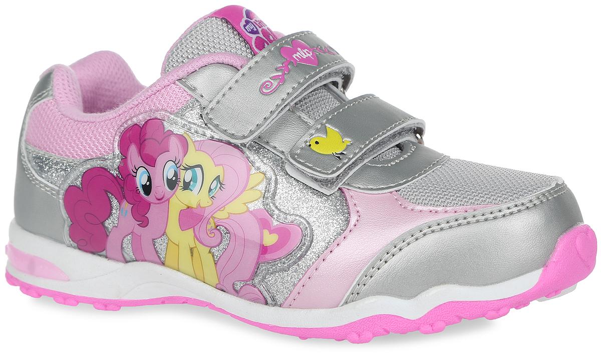 Кроссовки для девочки My Little Pony. 5872A5872AПрелестные кроссовки My Little Pony от Kakadu очаруют вашу малышку с первого взгляда! Модель выполнена из синтетической кожи со вставками из сетчатого текстиля. Обувь оформлена сбоку нашивкой из ПВХ с изображением персонажей из мультфильма My Little Pony, на язычке - фирменной текстильной нашивкой. Ремешки на застежках-липучках надежно фиксируют изделие на ножке. Подкладка выполнена из гипоаллергенного натурального хлопка - материала, который позволяет коже дышать и хорошо впитывает влагу. Амортизирующая стелька с антибактериальной пропиткой обладает высокой воздухопроницаемостью, прекрасно впитывает лишнюю влагу, нейтрализует неприятный запах и придает дополнительный комфорт при ходьбе. В пяточной части подошвы при движении мигают яркие огоньки. Подошва с протектором обеспечивает идеальное сцепление с любой поверхностью. Эффектные кроссовки приведут в восторг вашу маленькую модницу!