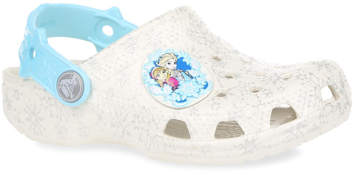 Сабо для девочки Classic Frozen. 202356-159202356-159Прелестные сабо Classic Frozen от Crocs очаруют вашу девочку с первого взгляда! Модель, выполненная из полимера Croslite, оформлена принтом в виде снежинок и изображением героинь мультфильма Frozen - принцессы Анны и Эльзы. Благодаря материалу Croslite обувь невероятно легкая, мягкая и удобная. Материал Croslite - бактериостатичен, препятствует появлению неприятных запахов и легок в уходе: быстро сохнет и не оставляет следов на любых поверхностях. Модель оформлена отверстиями, которые обеспечивают естественную вентиляцию. Верхние отверстия можно использовать для украшения джибитсами. Под воздействием температуры тела обувь принимает форму стопы. Пяточный ремешок, оформленный отверстиями, рельефным рисунком и надписью Frozen, обеспечивает фиксацию стопы при ходьбе. Рельефная поверхность верхней части подошвы комфортна при движении. Рифленое основание подошвы гарантирует идеальное сцепление с любой поверхностью. Такие сабо - отличное решение для каждодневного...
